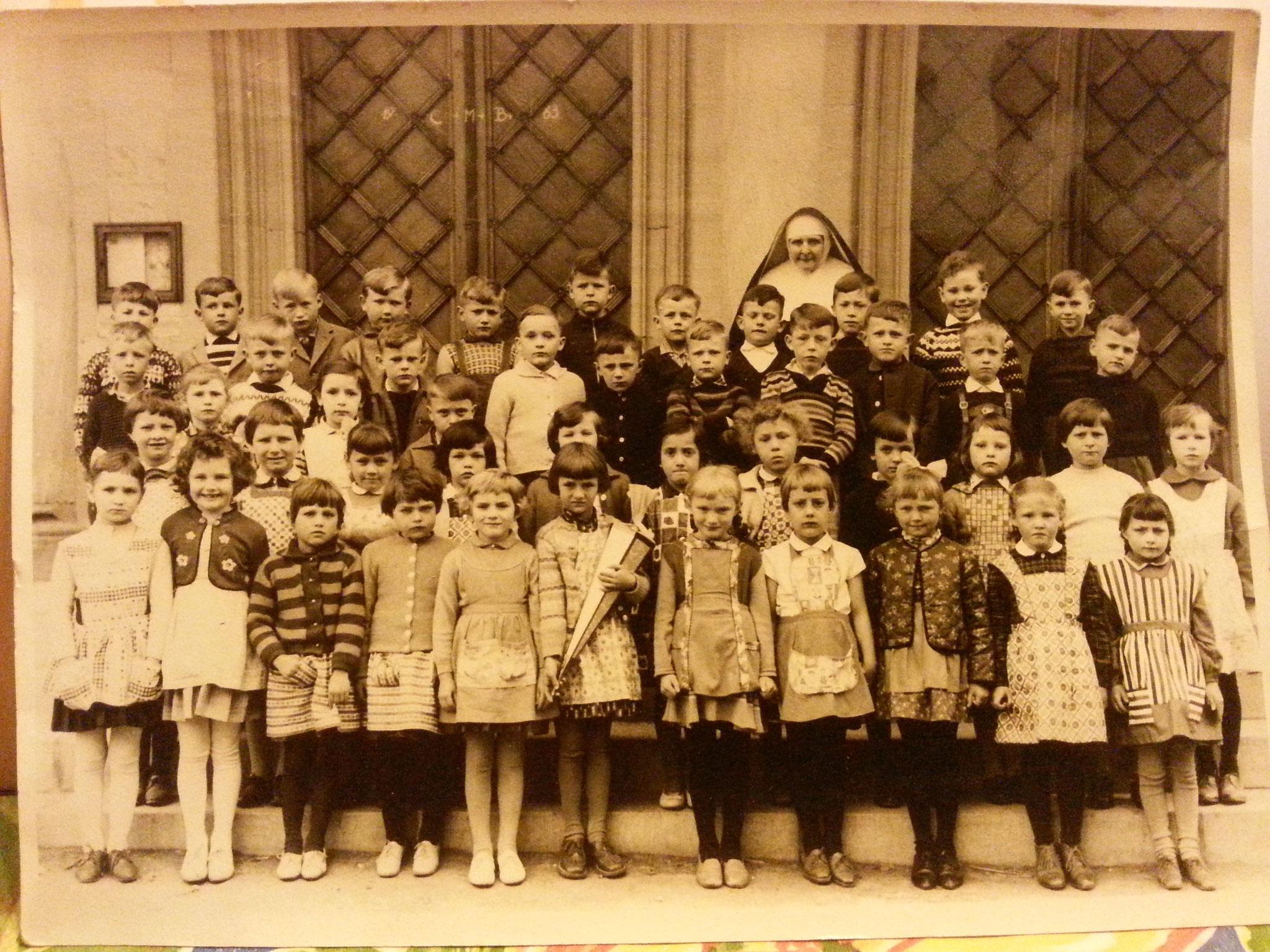 Schwester Clarisa mit Schuljahrgang 1963, Geburtsjahrgang 1956