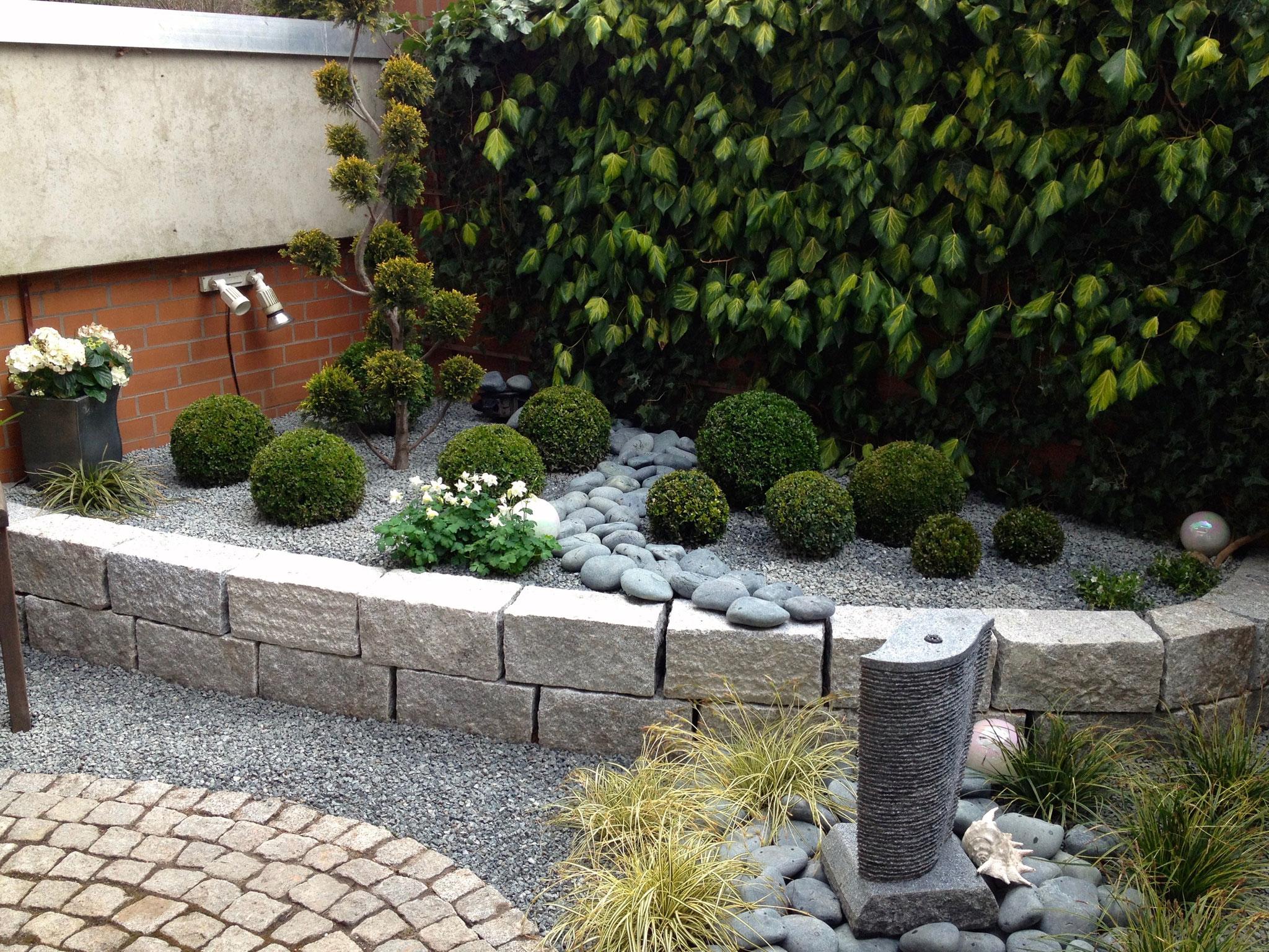Gartenmauer 12