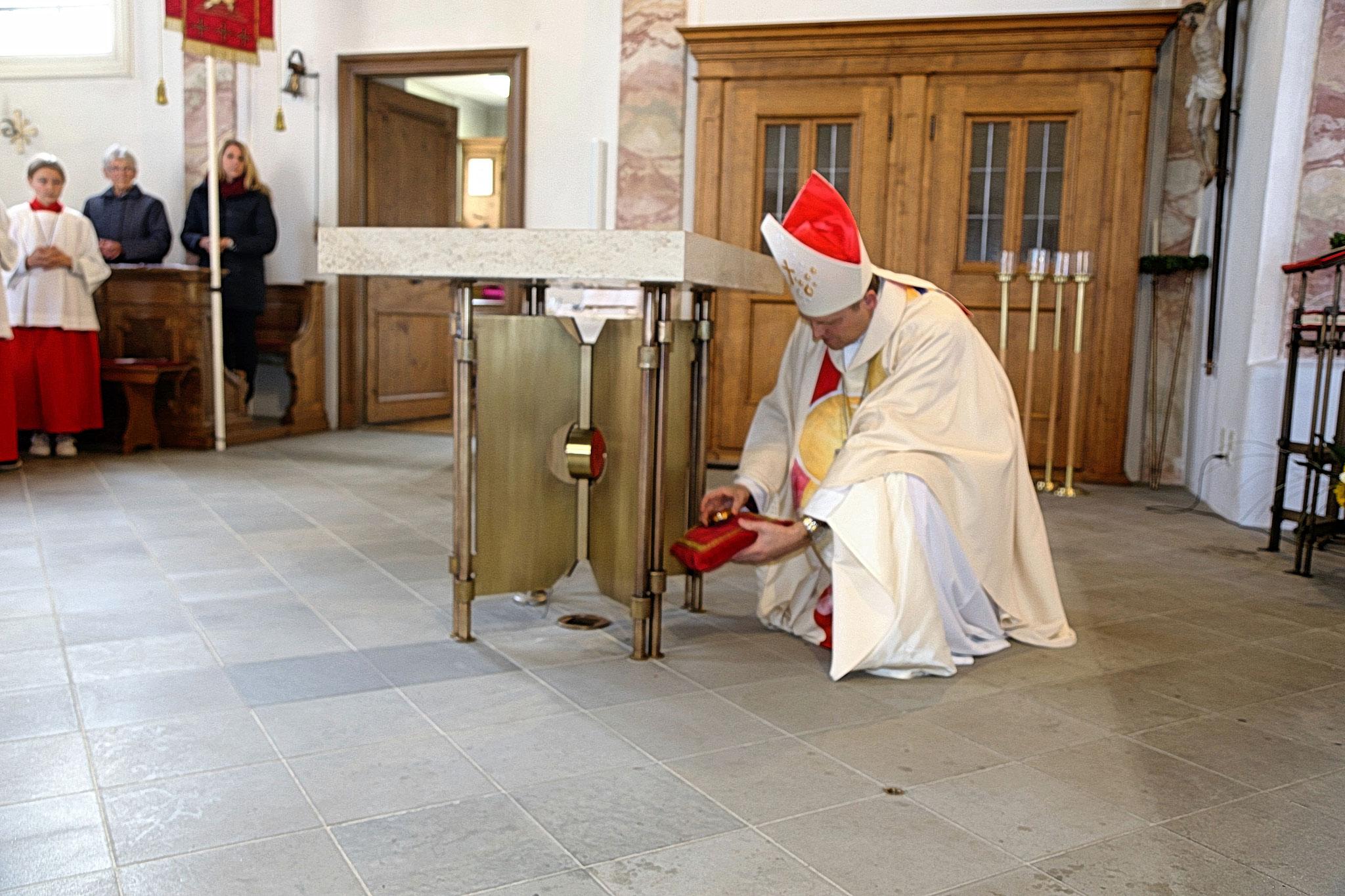 Einsetzen der Reliquien der Heiligen Papst Johannes Paul II und Mutter Teresa