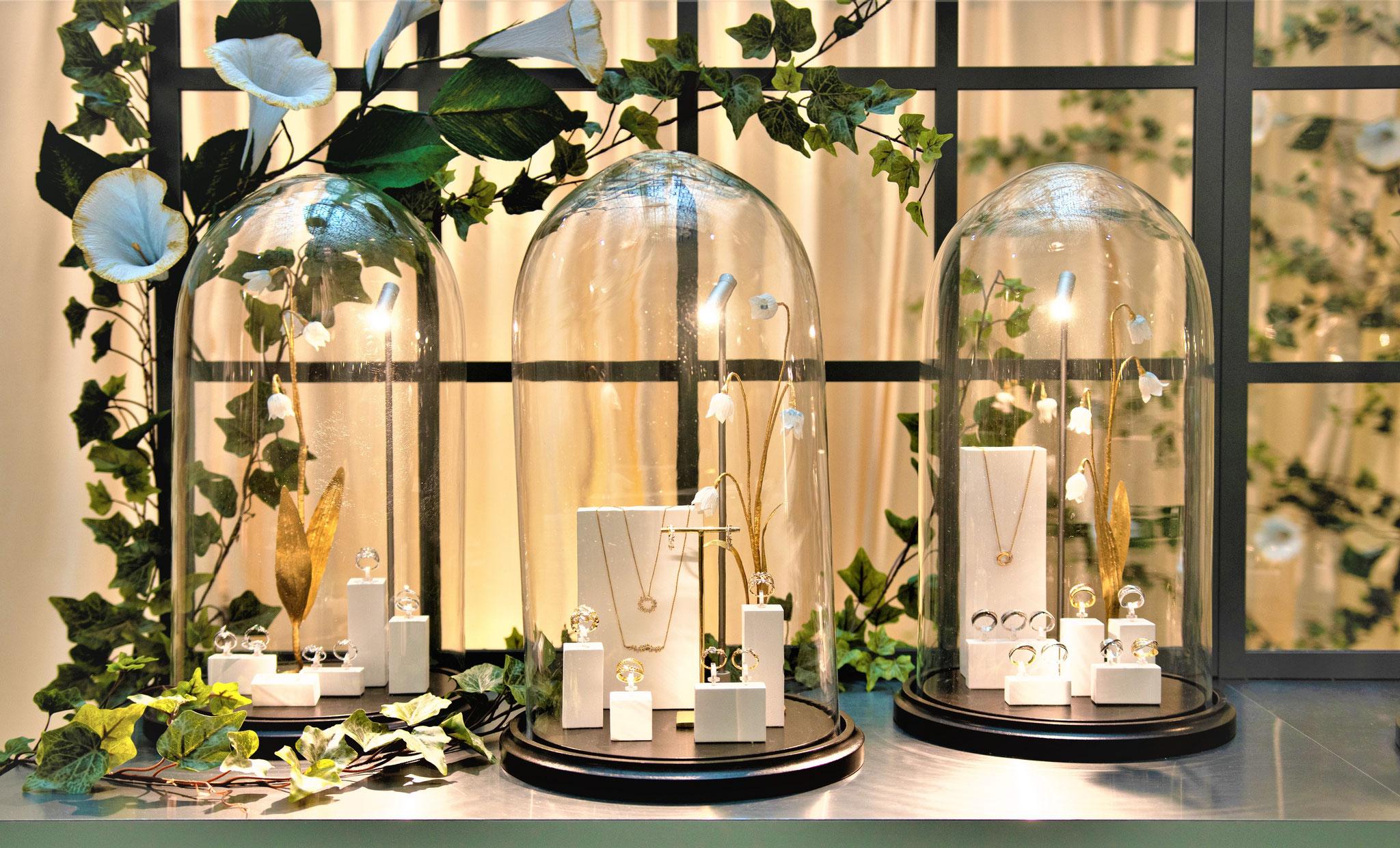 Décoration personnalisée de fleurs en papier, fleurs dorées clochettes dans de cloches en verre