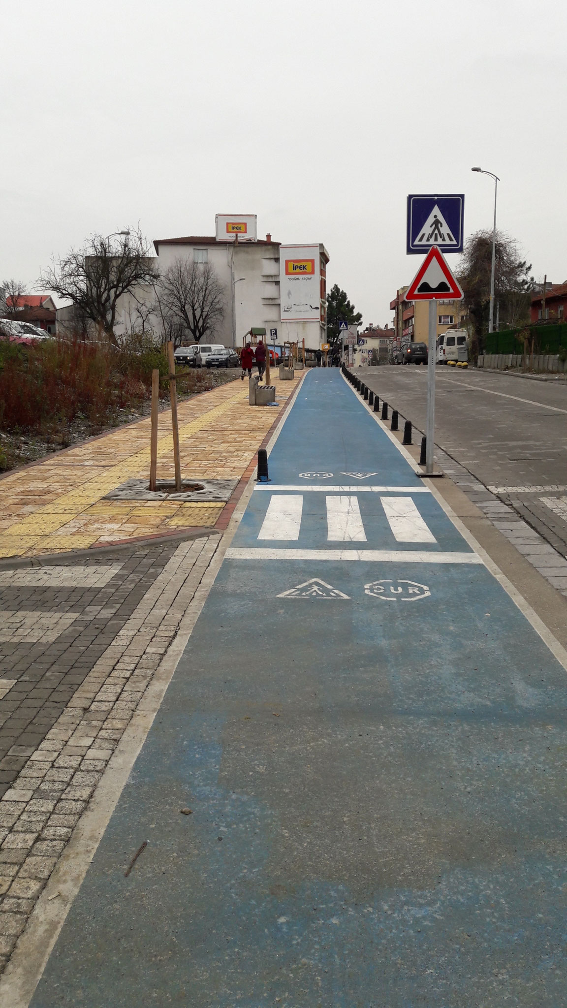 Arriving in Çaycuma, our first turkish bicyclepath is welcoming us