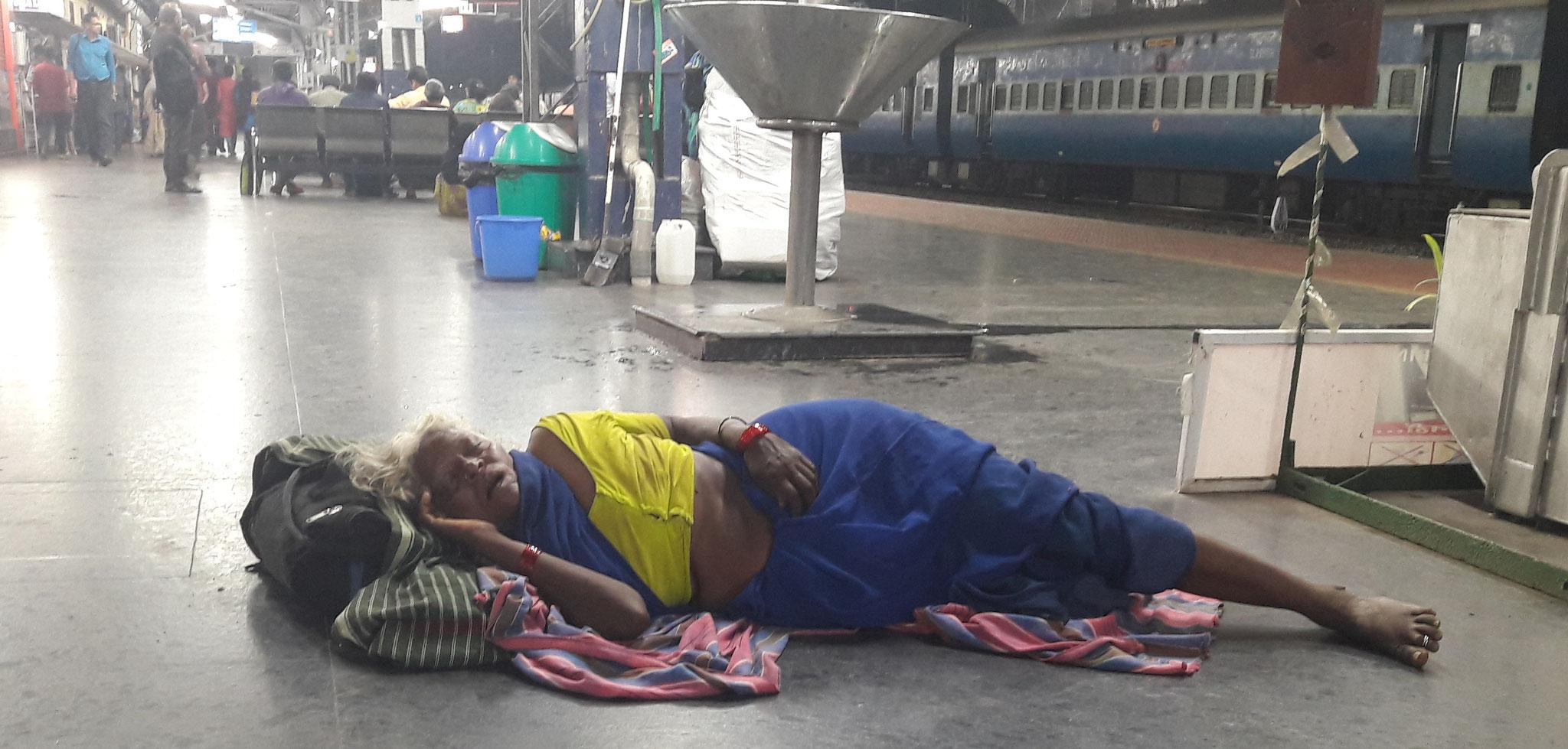 Nachtruhe am Bahnhof