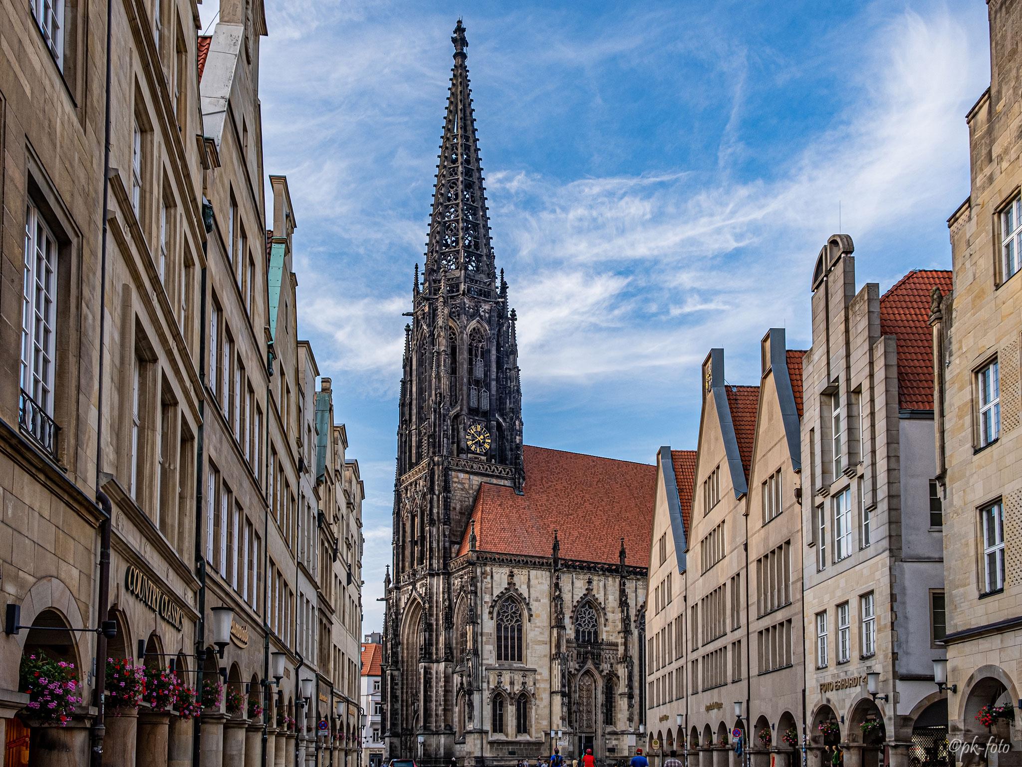 Lamberti Kirche zu Münster, seit 1375. Hier bläst halbstündlich die Türmerin Martje Saljé – zur vollen und halben Stunde ein Horn