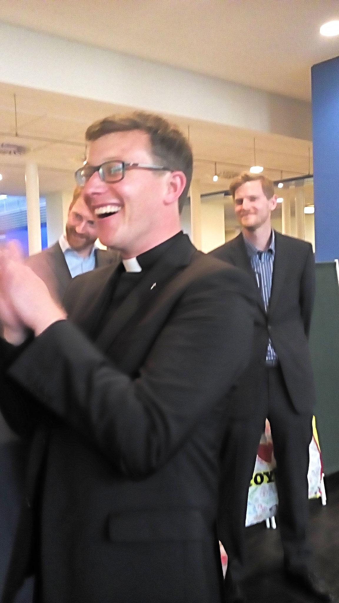 Niklas Belting freut sich über die Teilnahme der Sangesschwestern und Brüder anlässlich seiner Priesterweihe - Foto:privat
