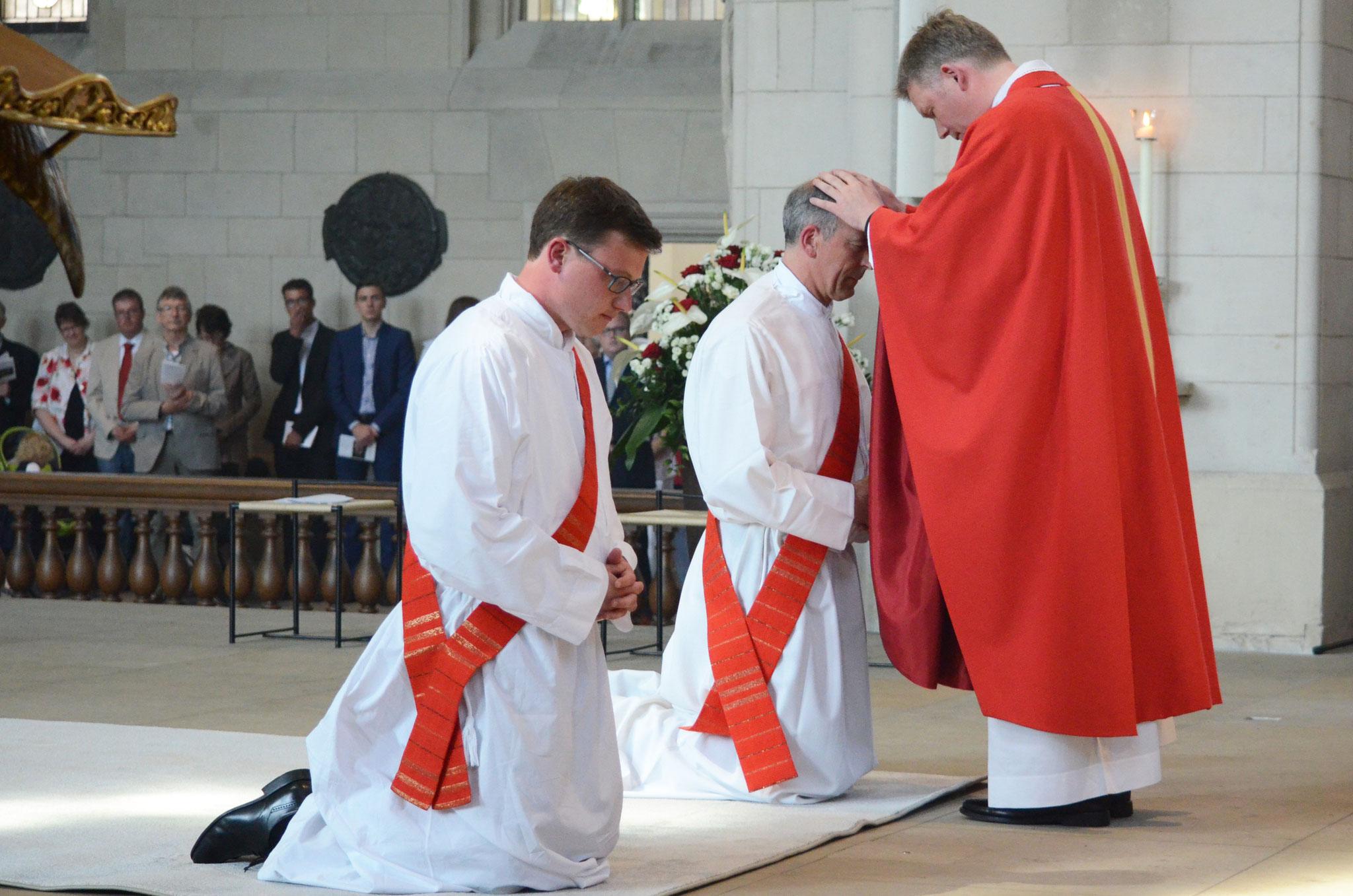 Handauflegung vor der Weihe - Foto: mit freundlicher Genehmigung des Bistums Münster
