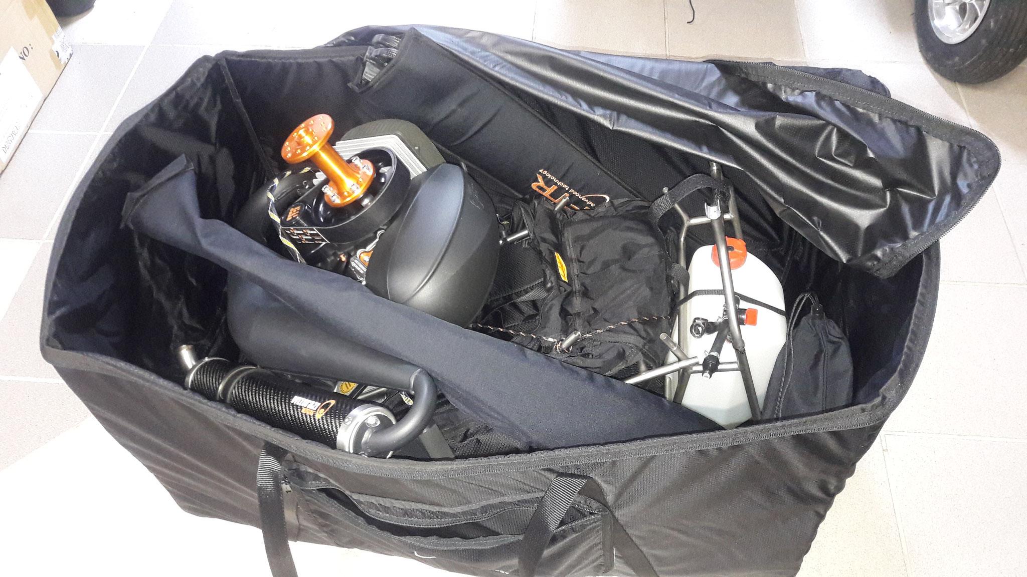 """In der Reisetasche passt das Projekt """" Tollwut""""  in jeden Kleinstwagen"""