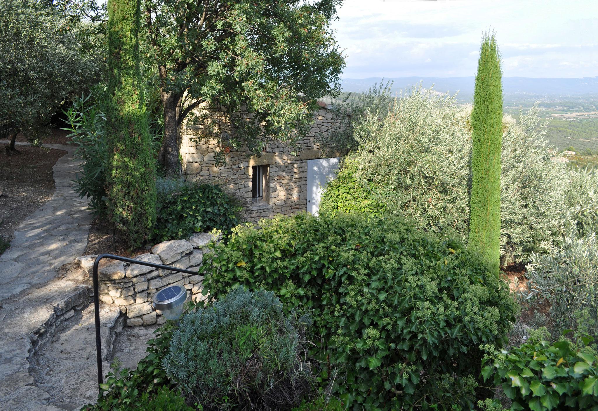 Petite Beauté - idyllische Lage auf einer Felsenterrasse am Ortsrand von Gordes