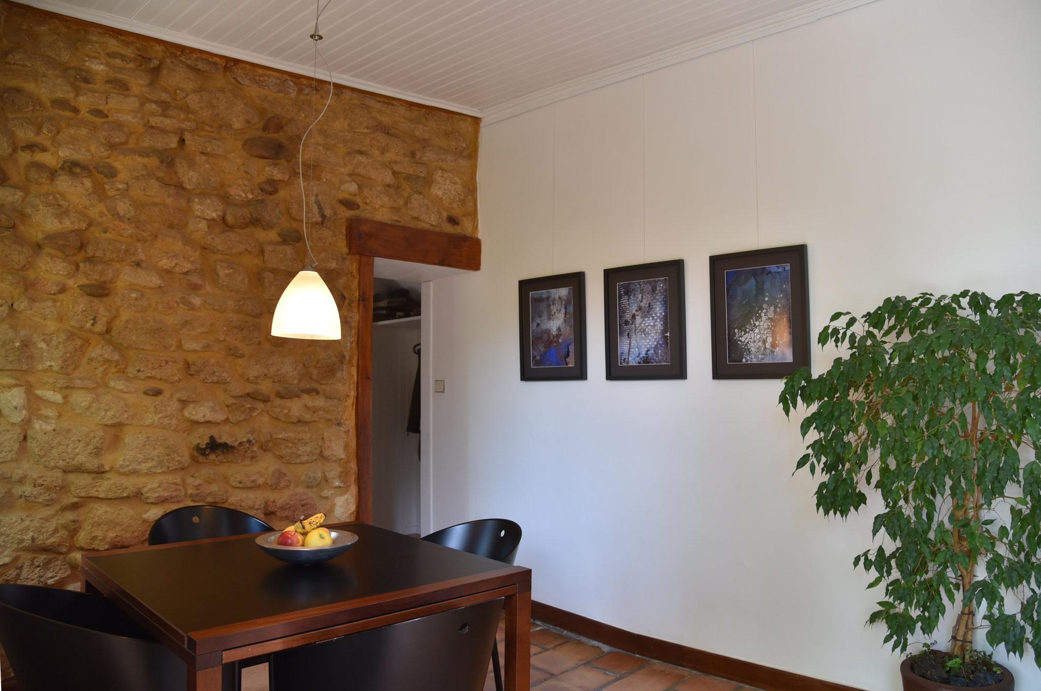 La Folile - Essecke mit Durchgang ins Wohnzimmer