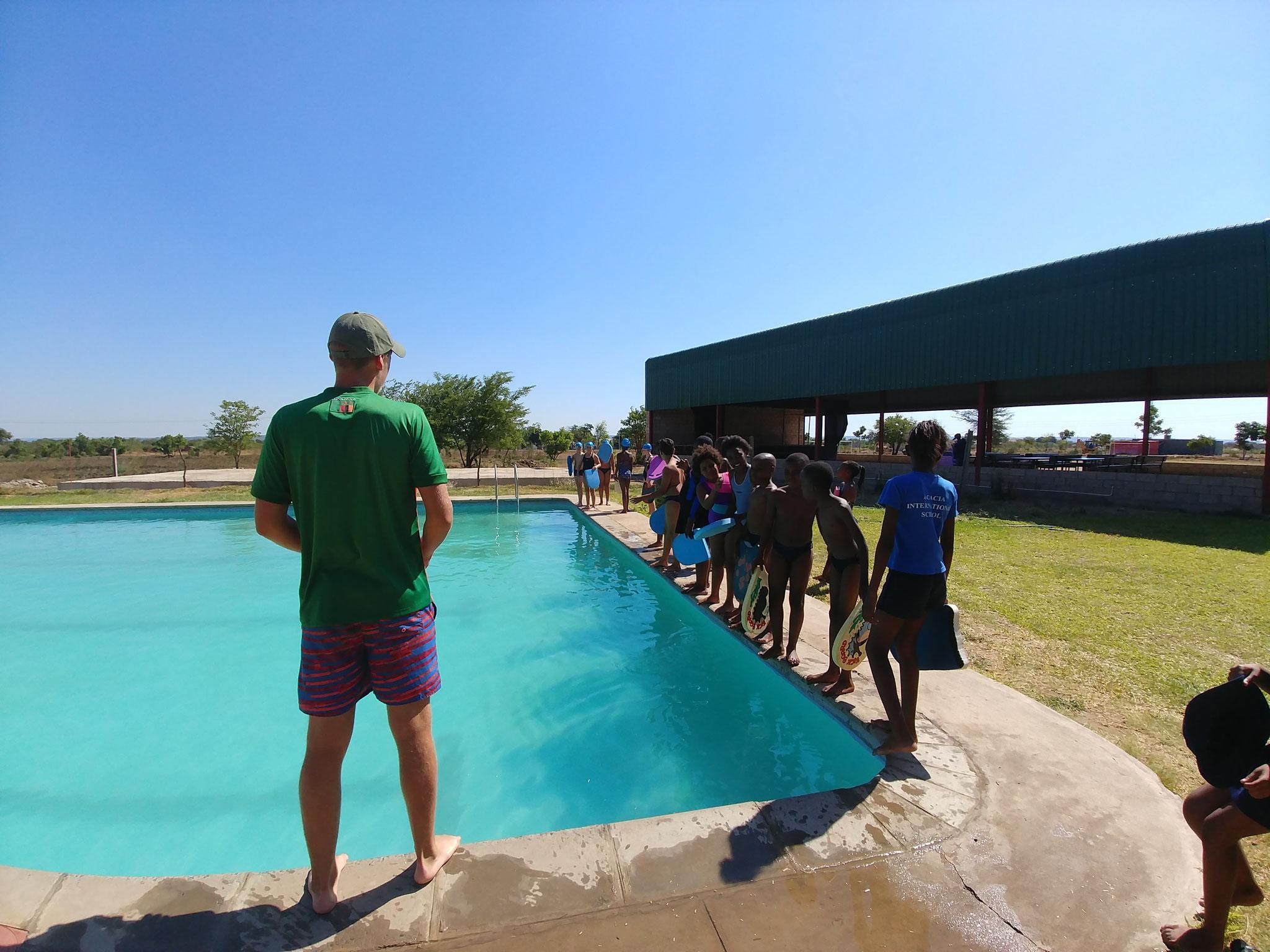 Schwimmuntericht an der Acacia School