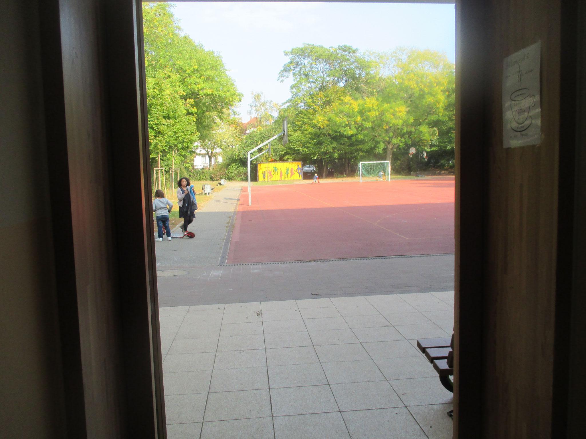 Die ESB hat einen großen Sportplatz