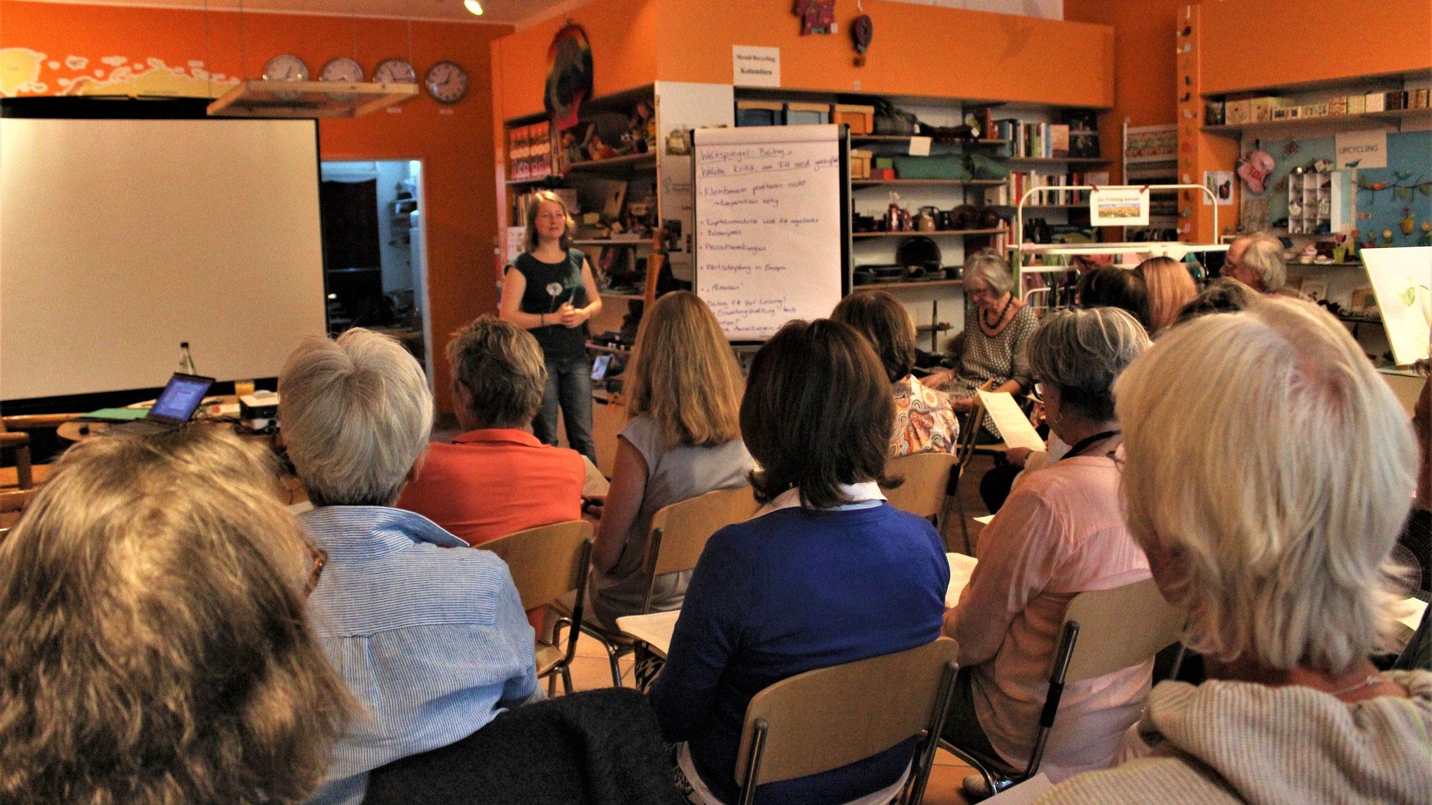 """Seminar """"Kritik am Fairen Handel"""" von der Fair-Handels-Beratung Hessen für ehrenamtliche MitarbeiterInnen"""