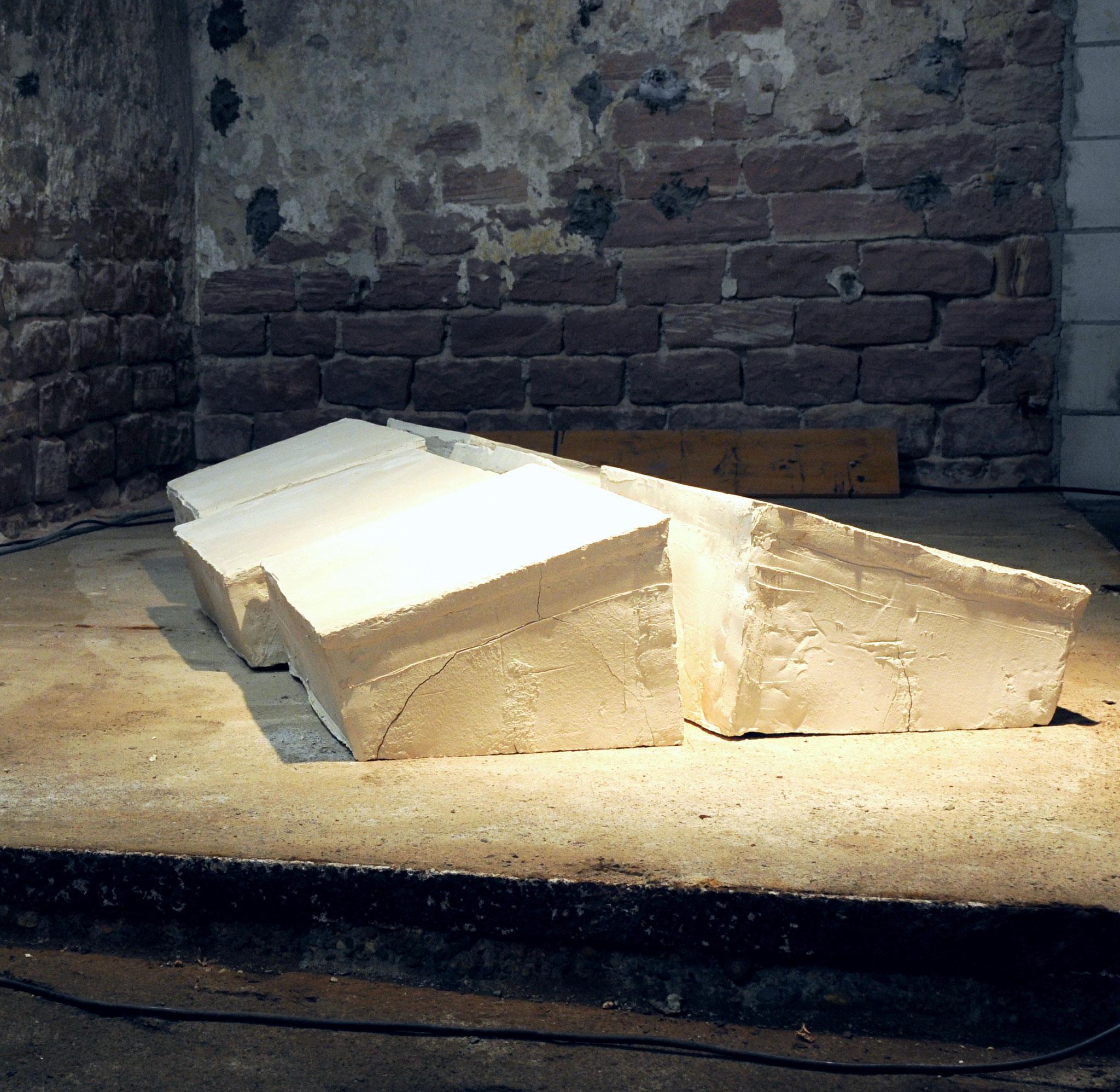 """VERSCHIEBUNGEN""  Ton,  6teilig, a 31 x 46 x 64 cm,  2008/2010"