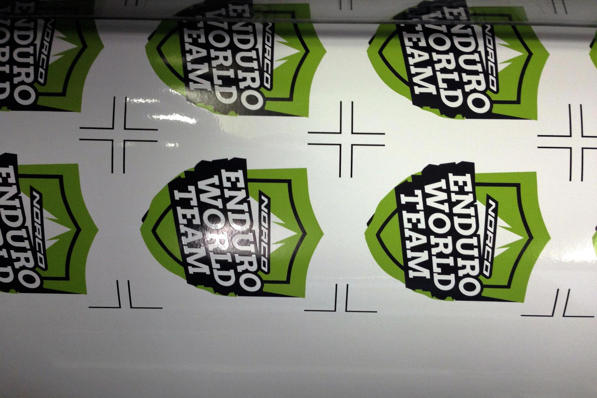 Sticker in der Druckmaschine