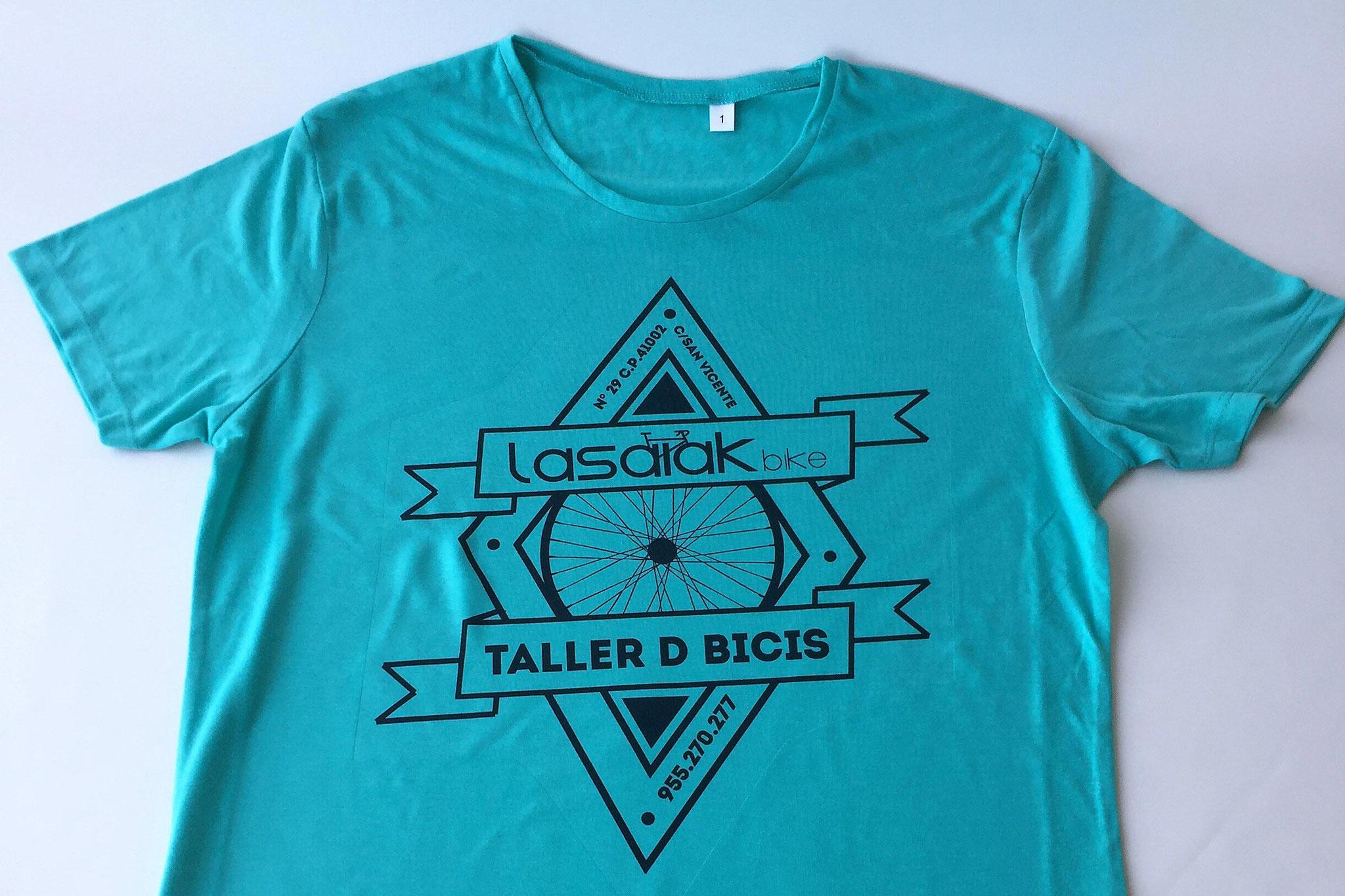 T-Shirt im Sublimations-Druck auf farbigem Polyestergewebe