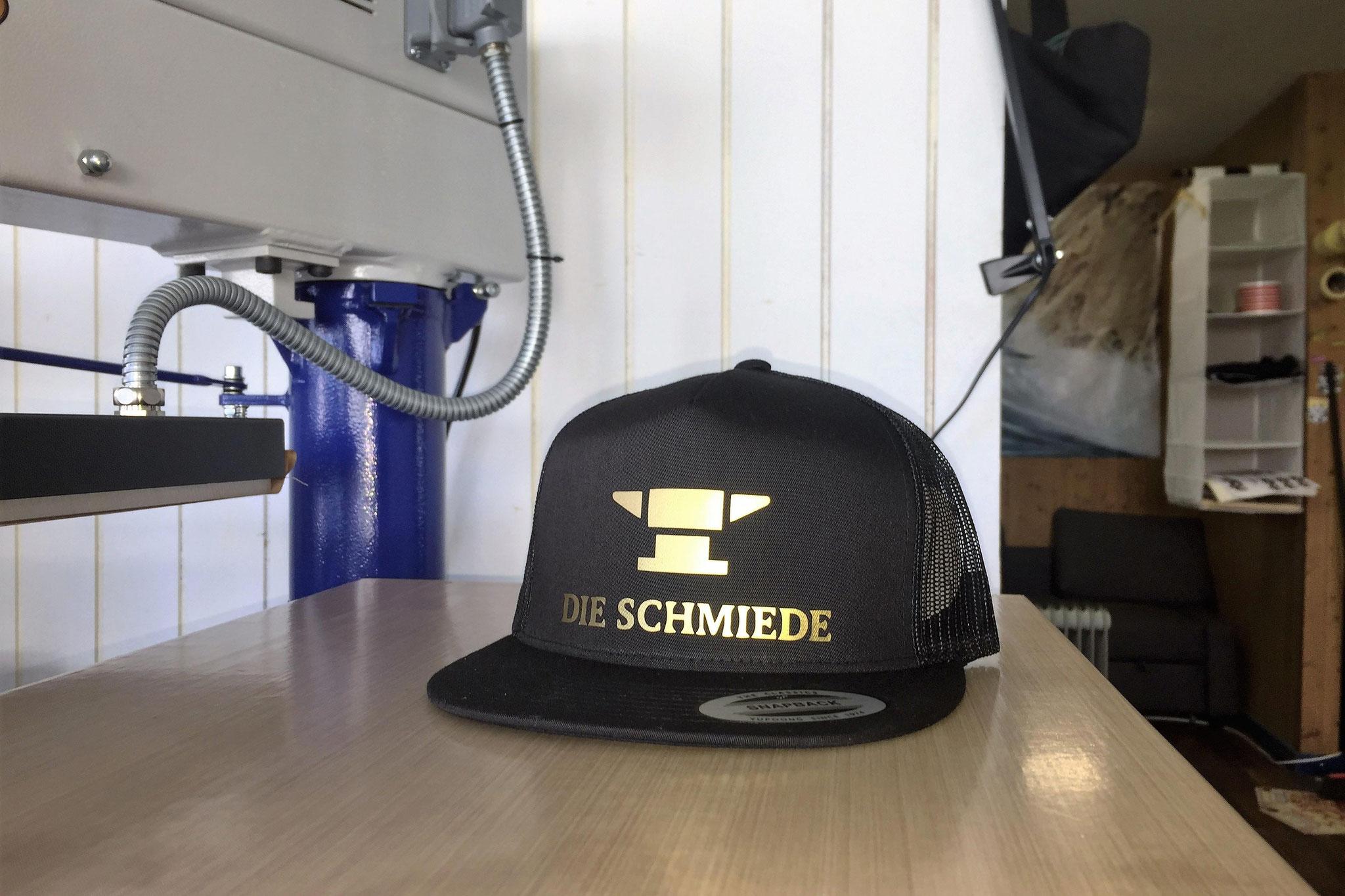 Flexfit Trucker-Cap Entwurf mit Gold-Aufdruck