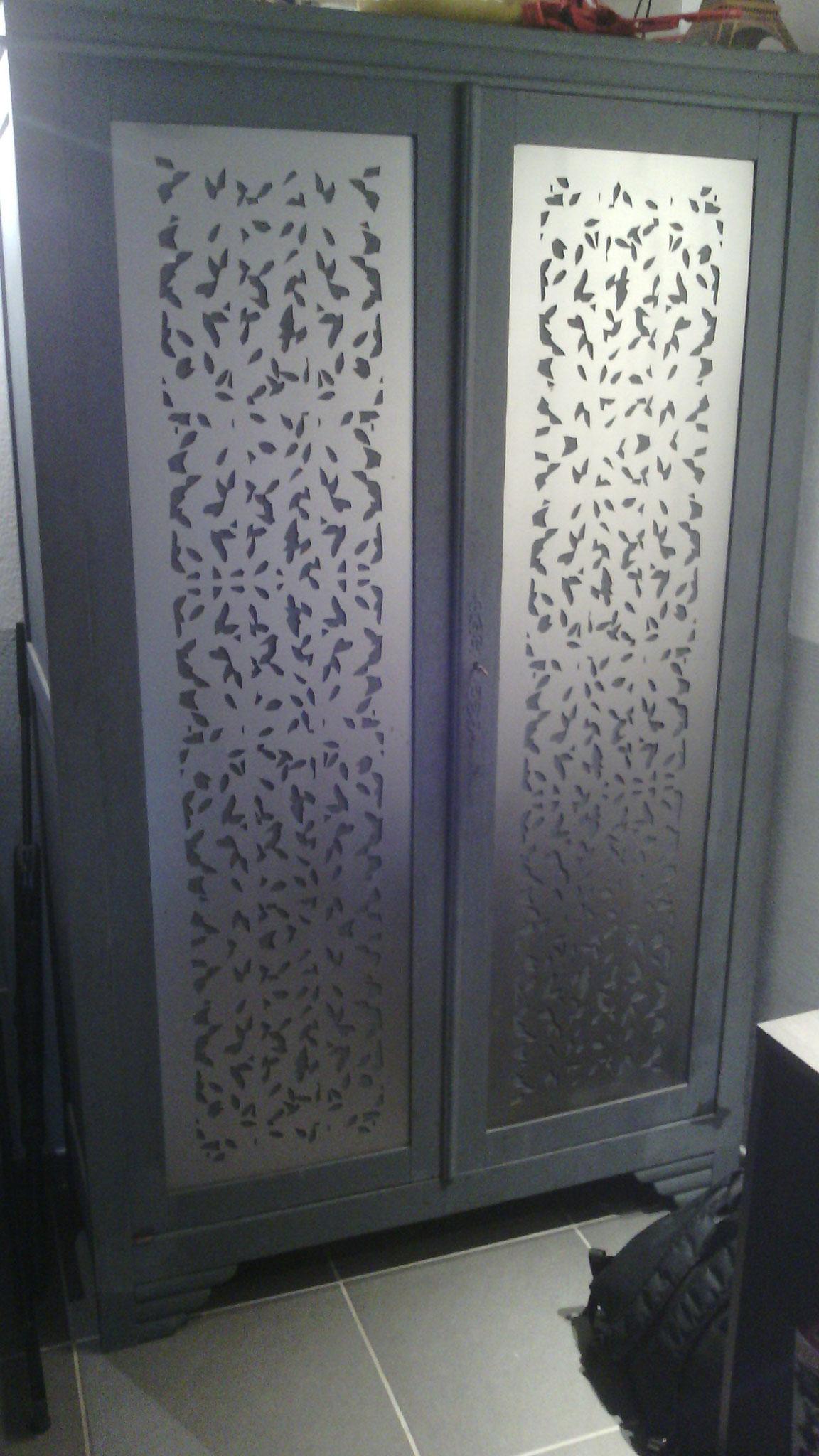 Habillage portes armoire ancienne