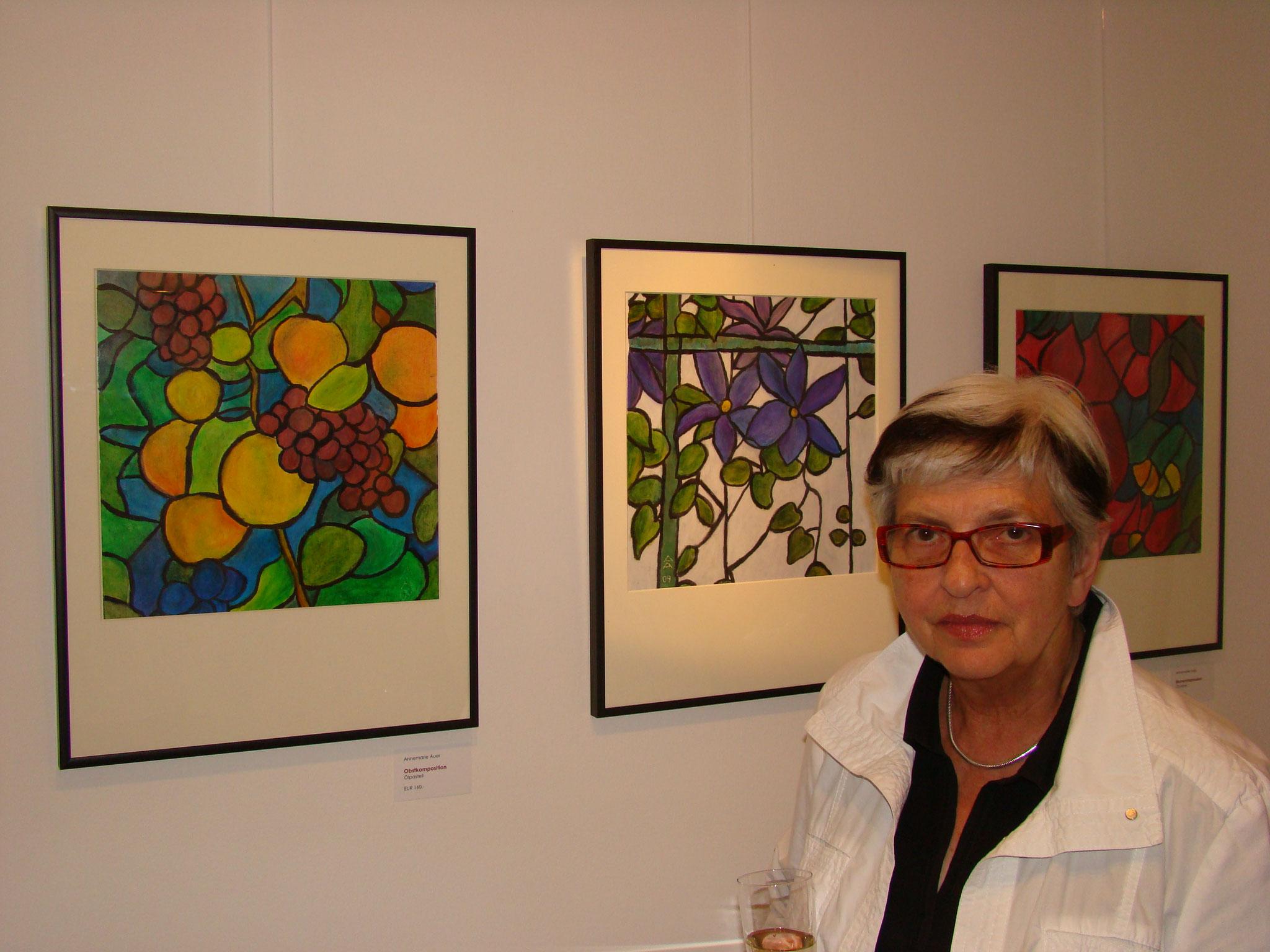 Annemarie Auer mit ihren Ölpastellen
