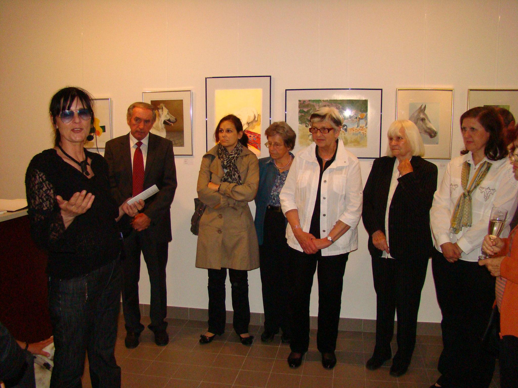 Vernissage: 21. Juni 2010 / 19:00 Uhr - Roswitha Wagner, Otto Lustyk, zwei Besucherinnen, Annemarie Auer, Thekla Stroschneider, Gertrude Prinz