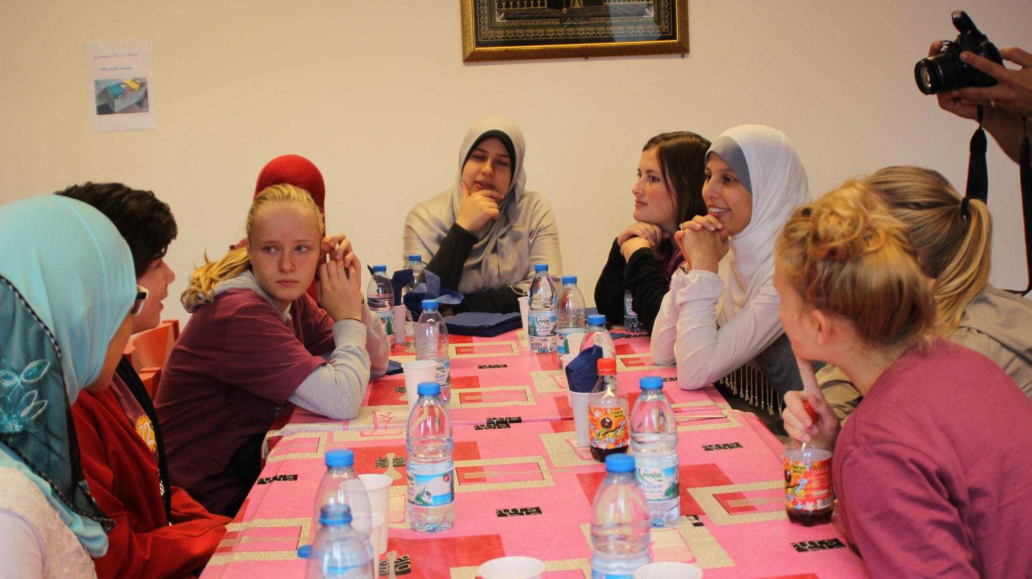 Interessante Diskussion nach dem Mittagessen im IFZ