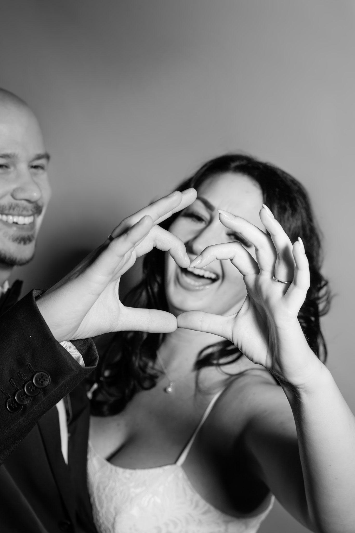 Liebevolles Hochzeitsfoto vom Fotograf aus Erlangen - Fotostudio Erlangen