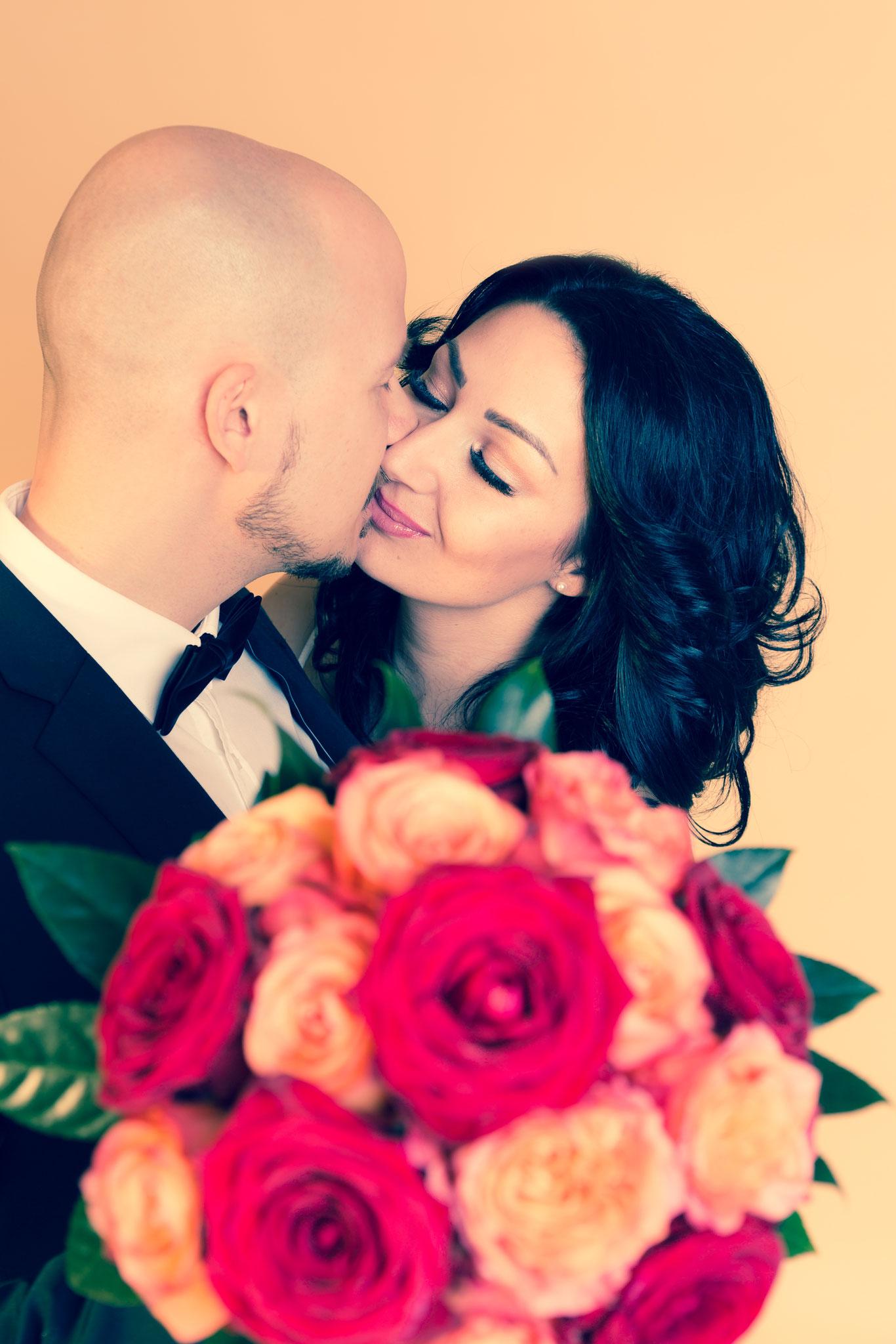 Hochzeits Fotoshooting mit Brautpaar aus Erlangen - Fotostudio Erlangen