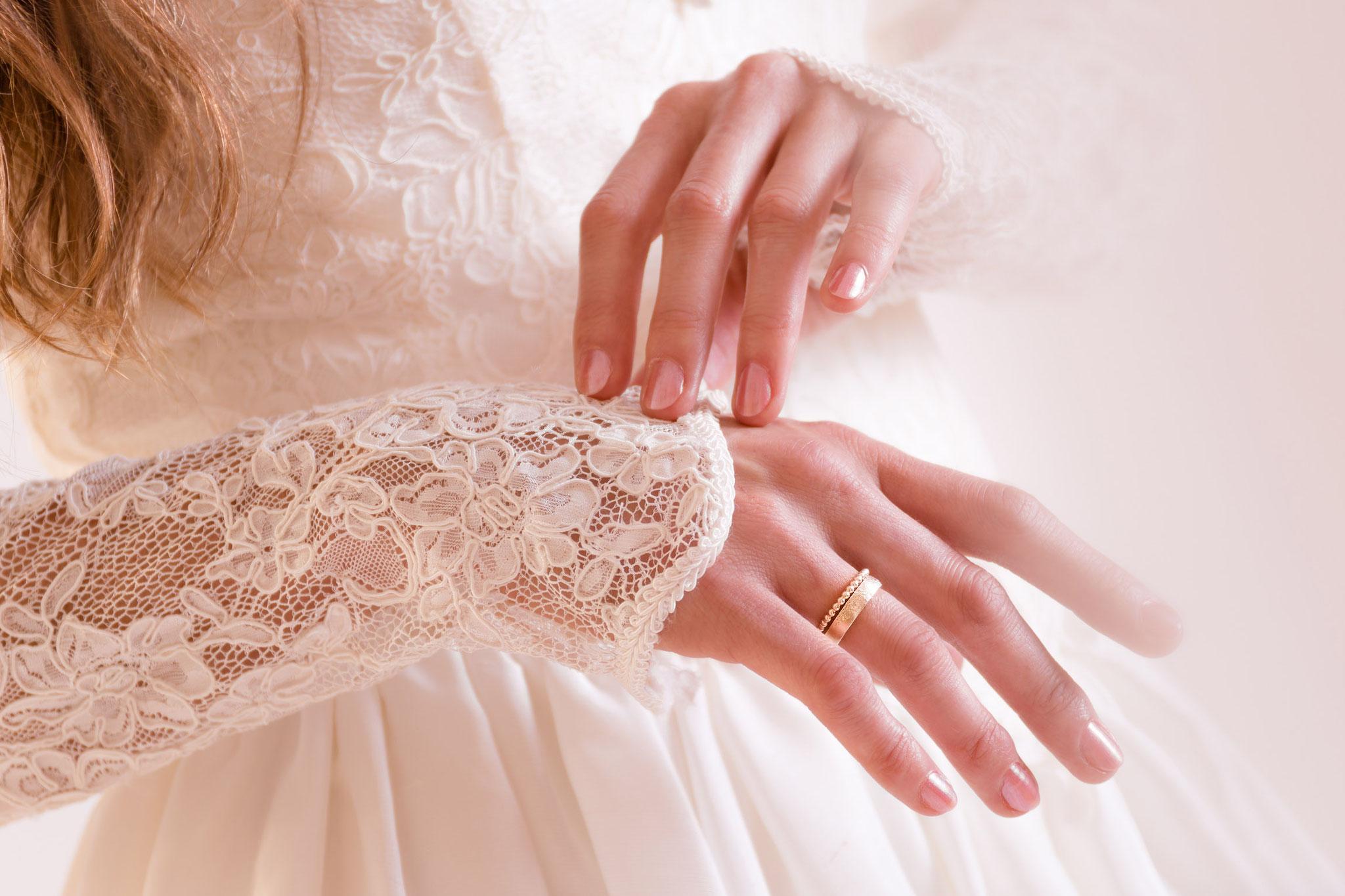 Hochzeitsring stimmungsvoll fotografiert im Fotostudio Fotos mit Freude