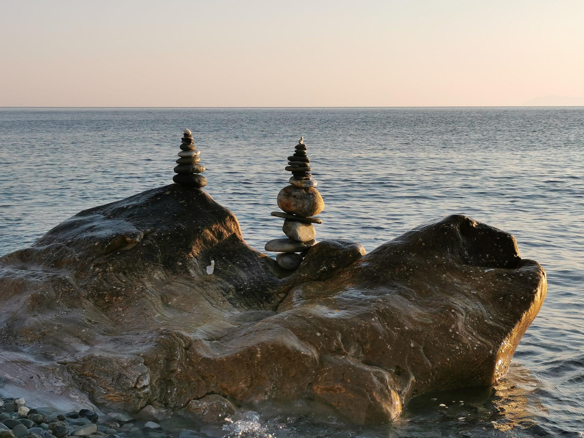 Sculptures matinales sur la plage de Sisco