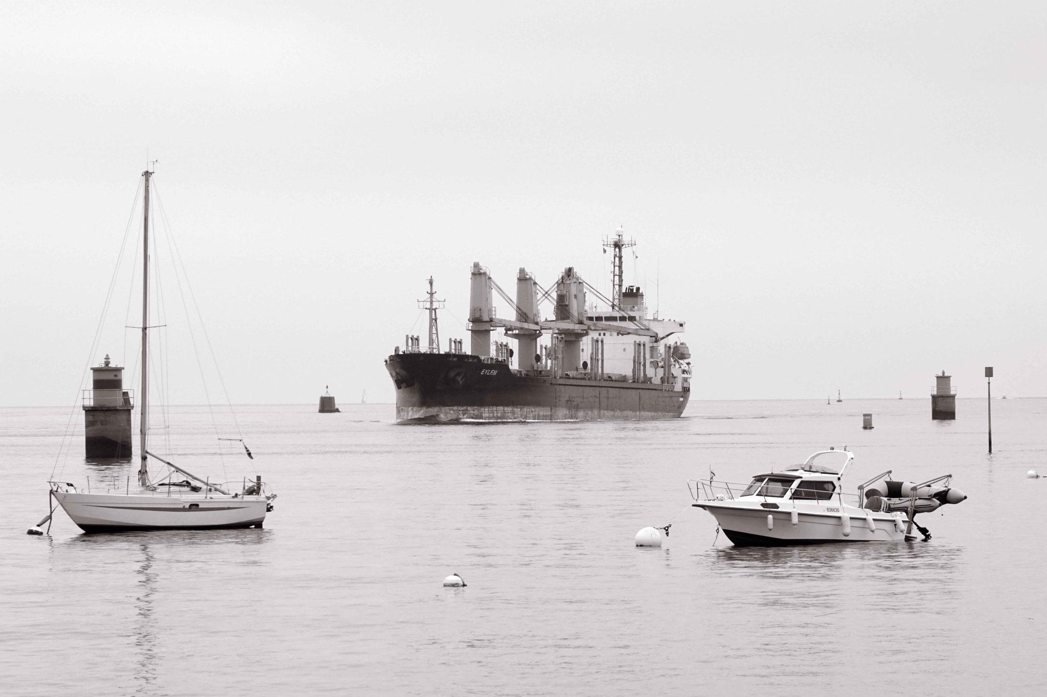 Cargo Eylem devant Port Louis