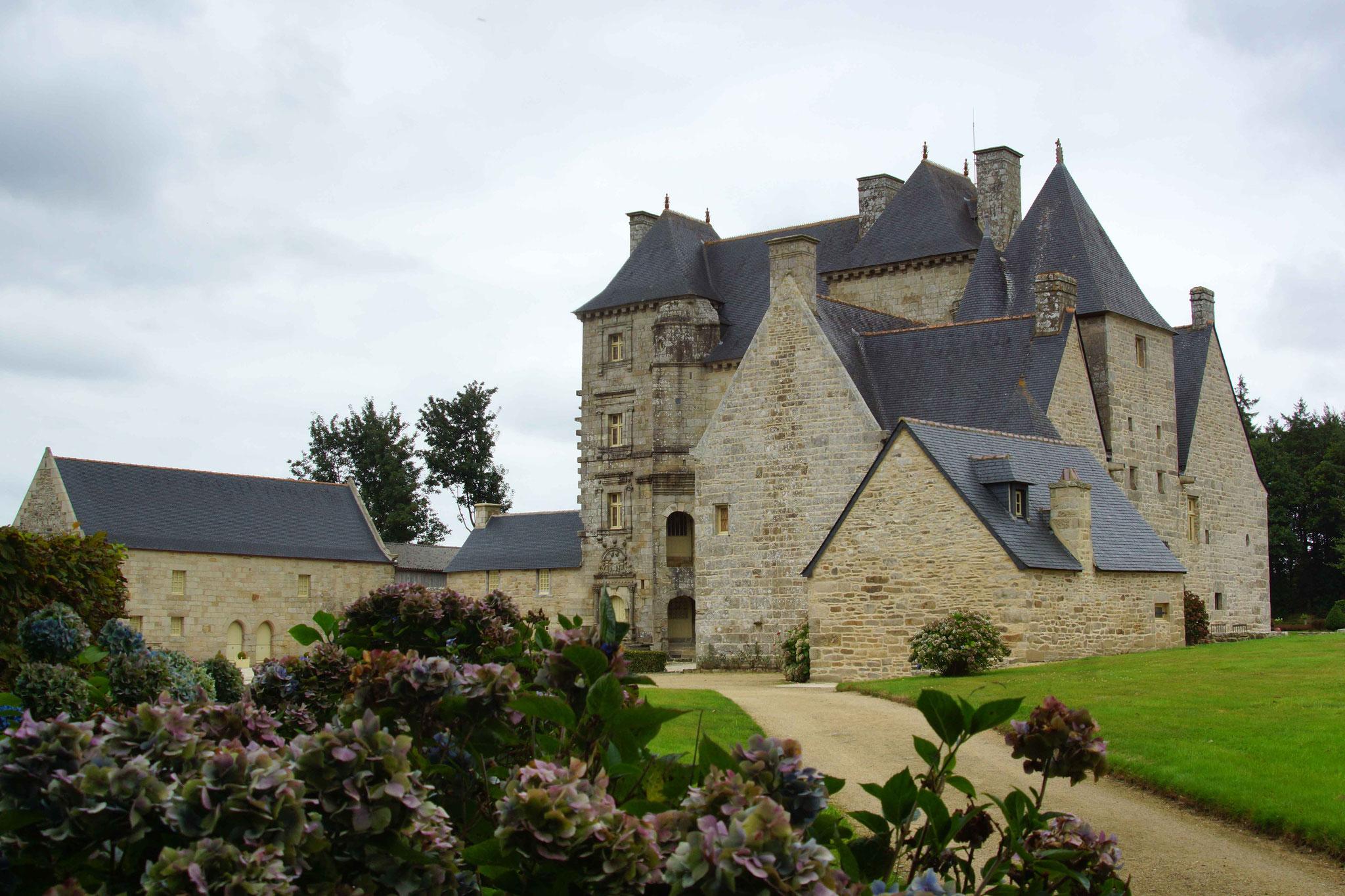 Château de Kerroué, Loguivy Plougras 1