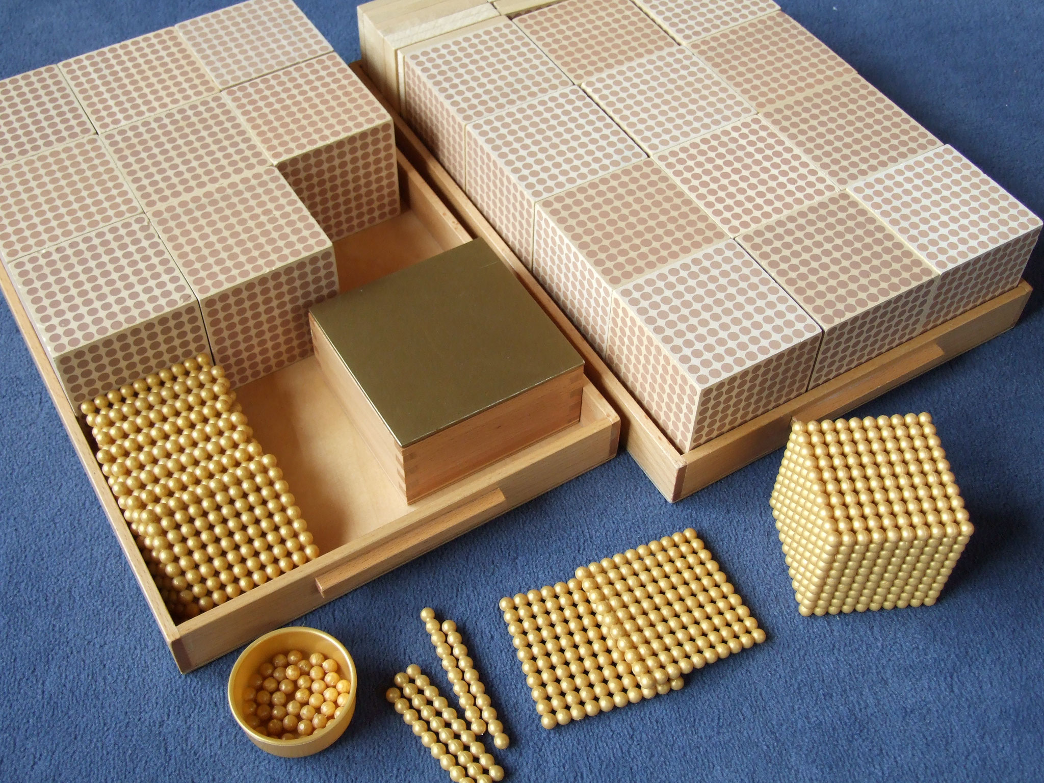 Goldenes Perlenmaterial, komplett (lose Perlen aus Kunststoff, Kartensätze aus Kunststoff)