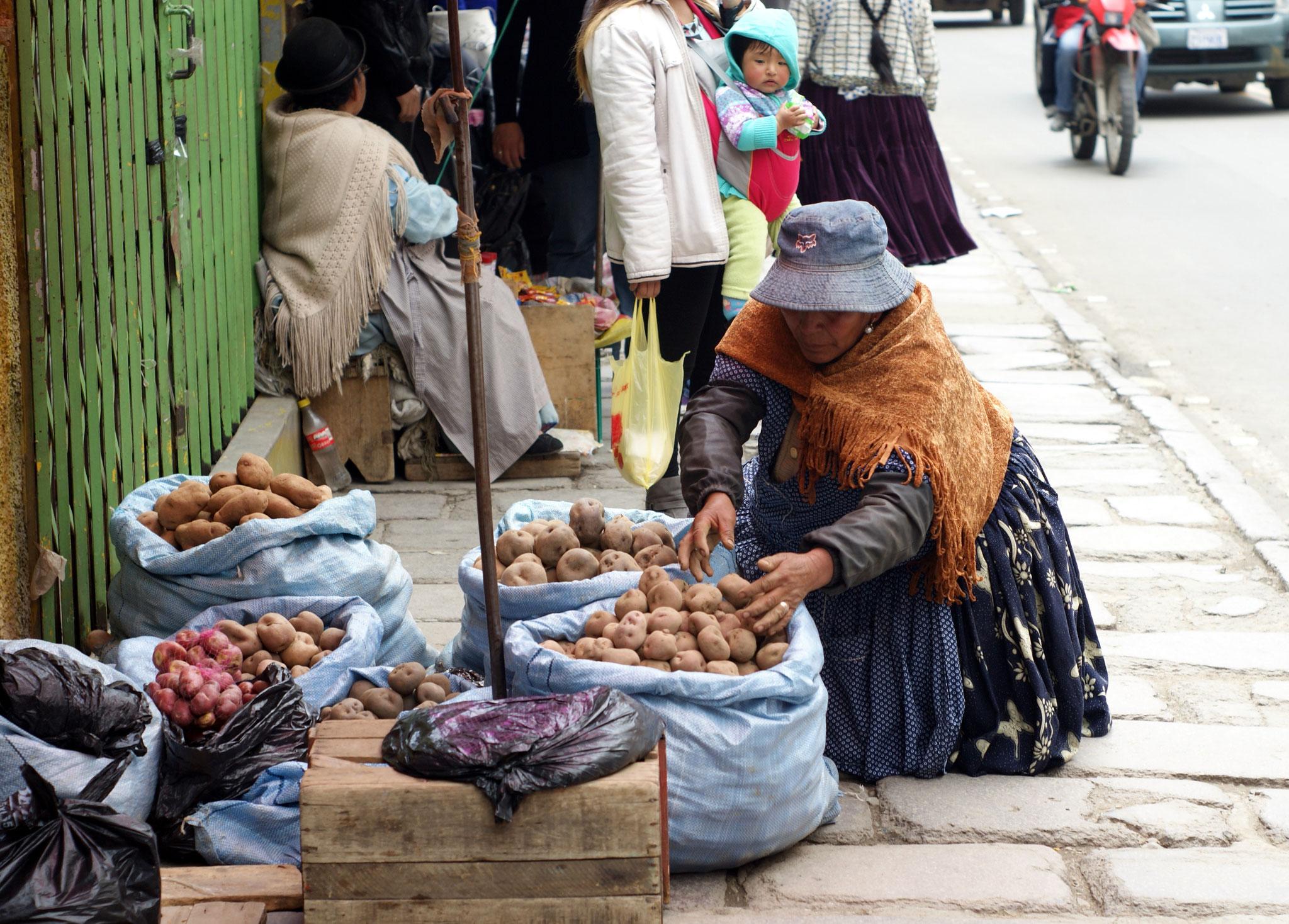 Straßenverkäuferin in La Paz ©AnoukHaller