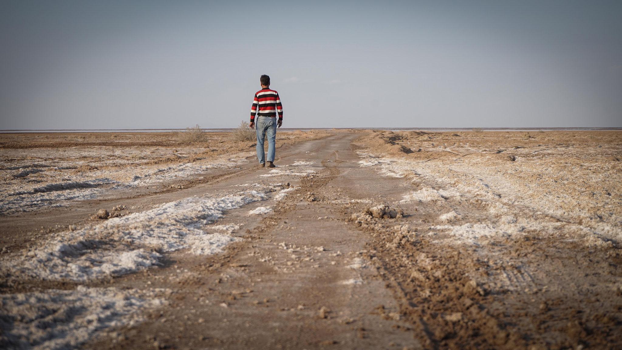Am Namaksee, einem Salzsee in der Nähe von Kashan im Iran