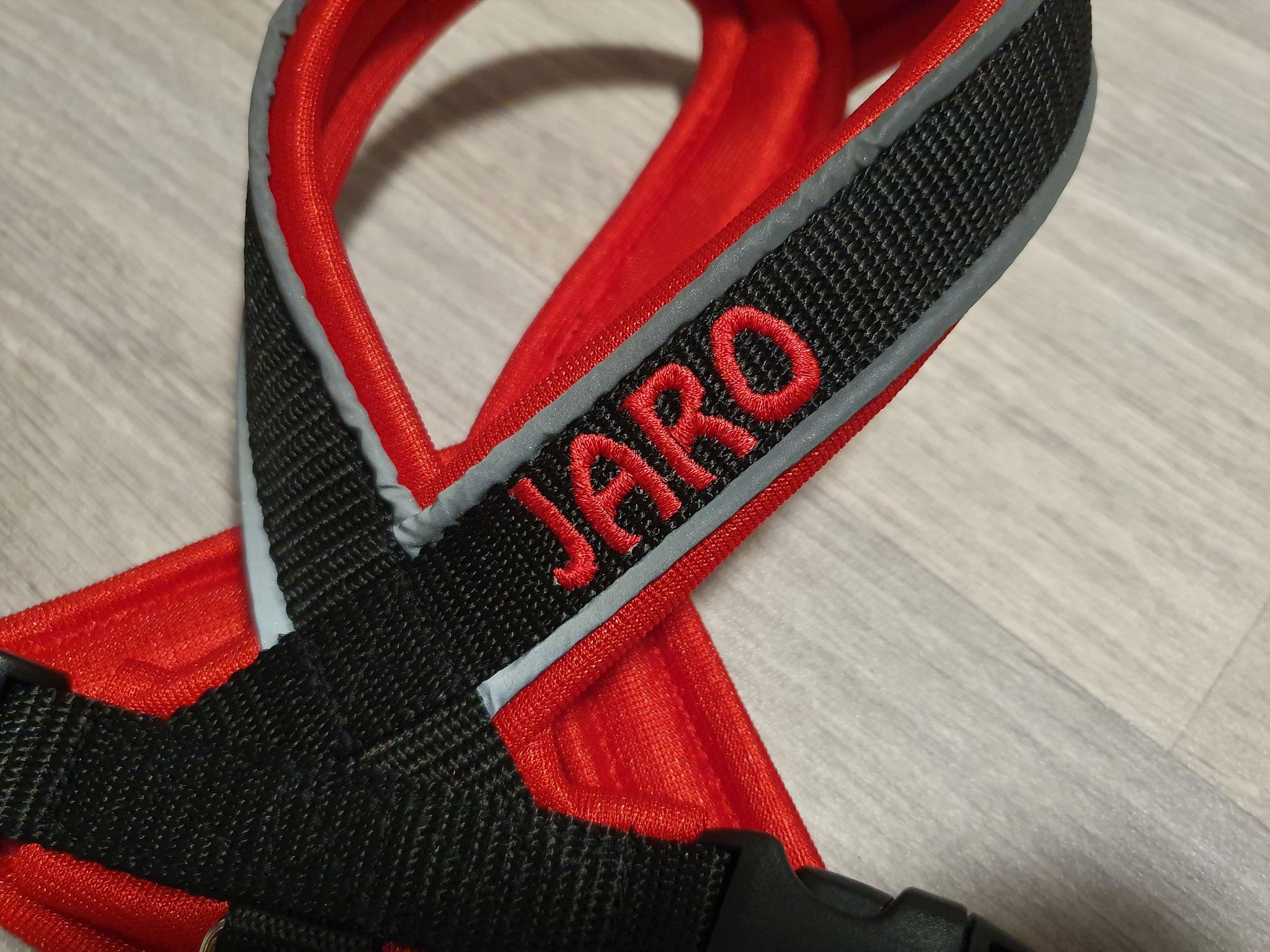 Perfect fit Geschirr schwarz/rot, reflektierende Paspeln, bestickt Jaro