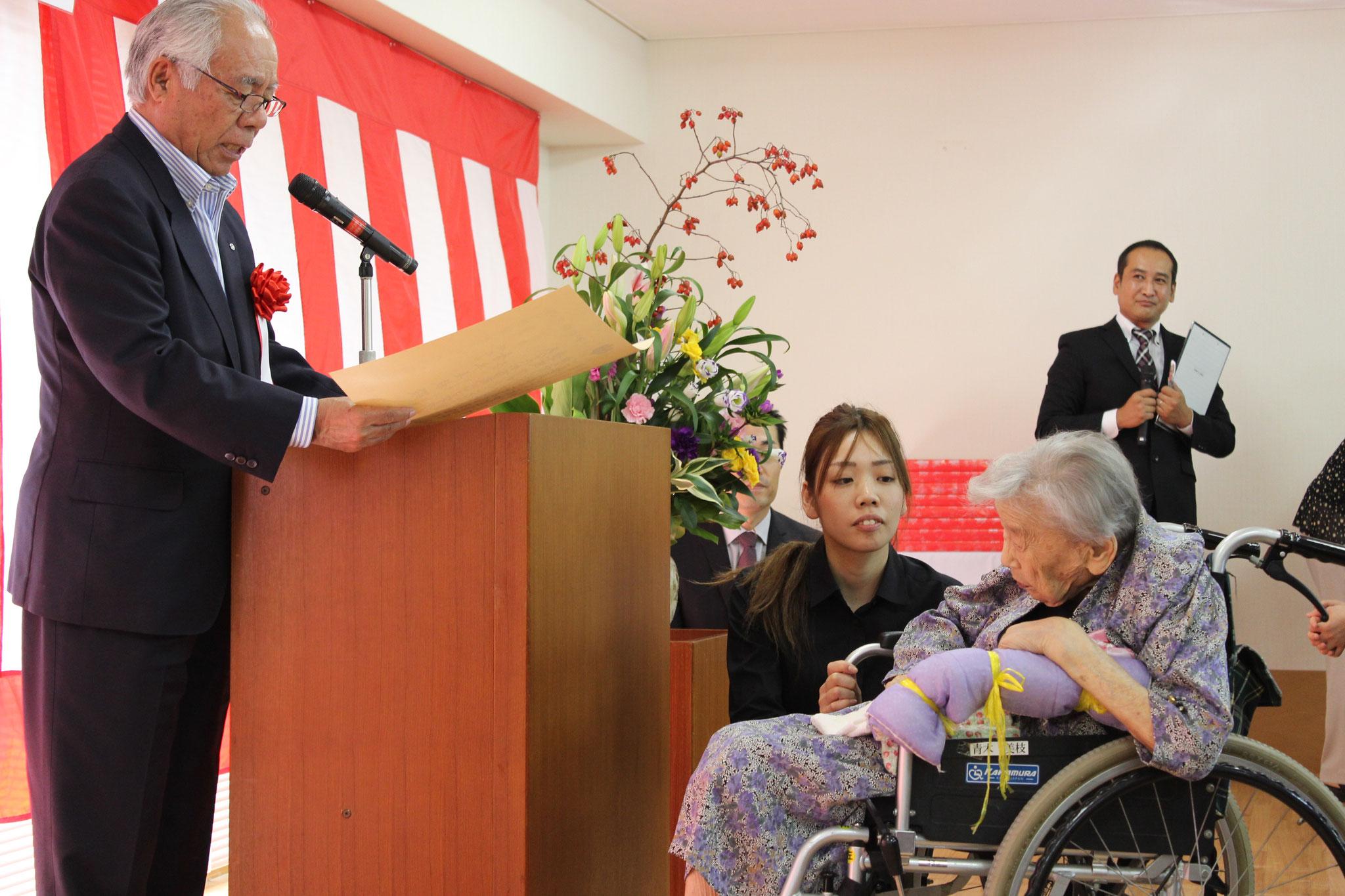 100歳を迎えられた青木美枝様です。