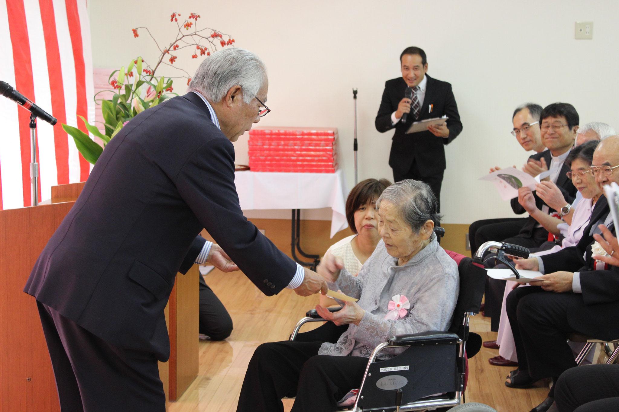 102歳の平田ツヤ子様です。