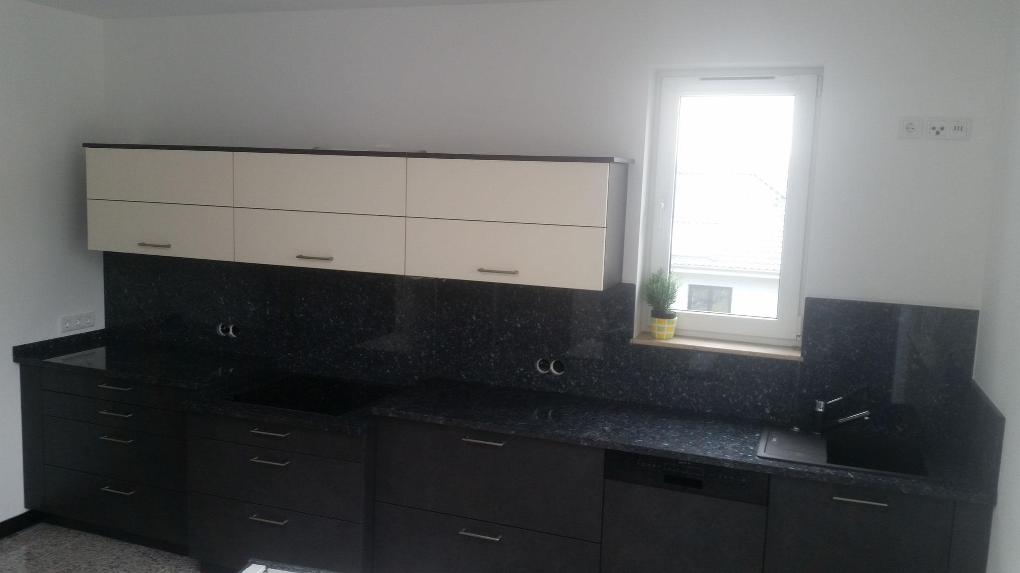 Küchenarbeitsplatte mit Spiegel aus Labrador Blue Pearl GT