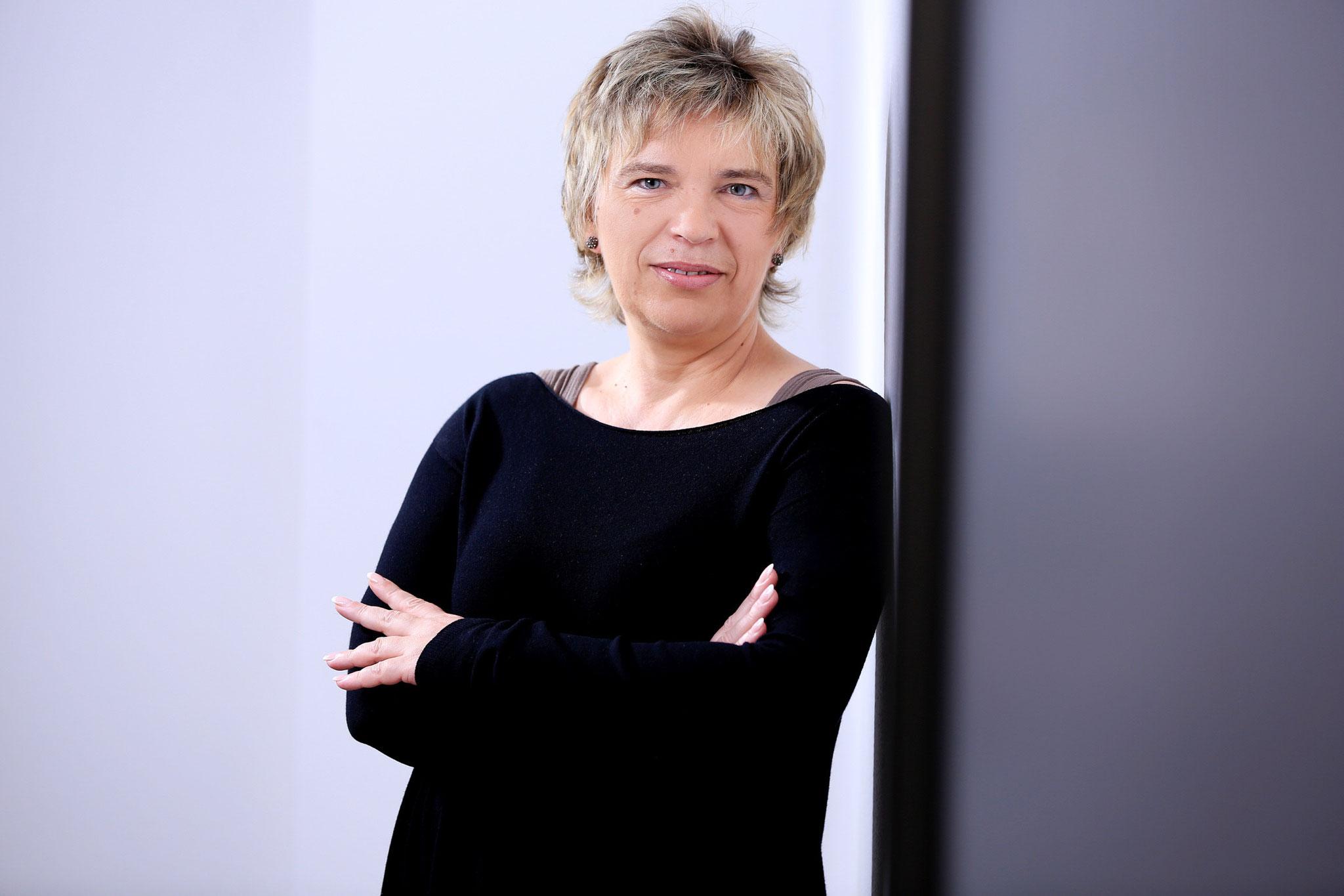 Manuela Savic, Geschäftsführung