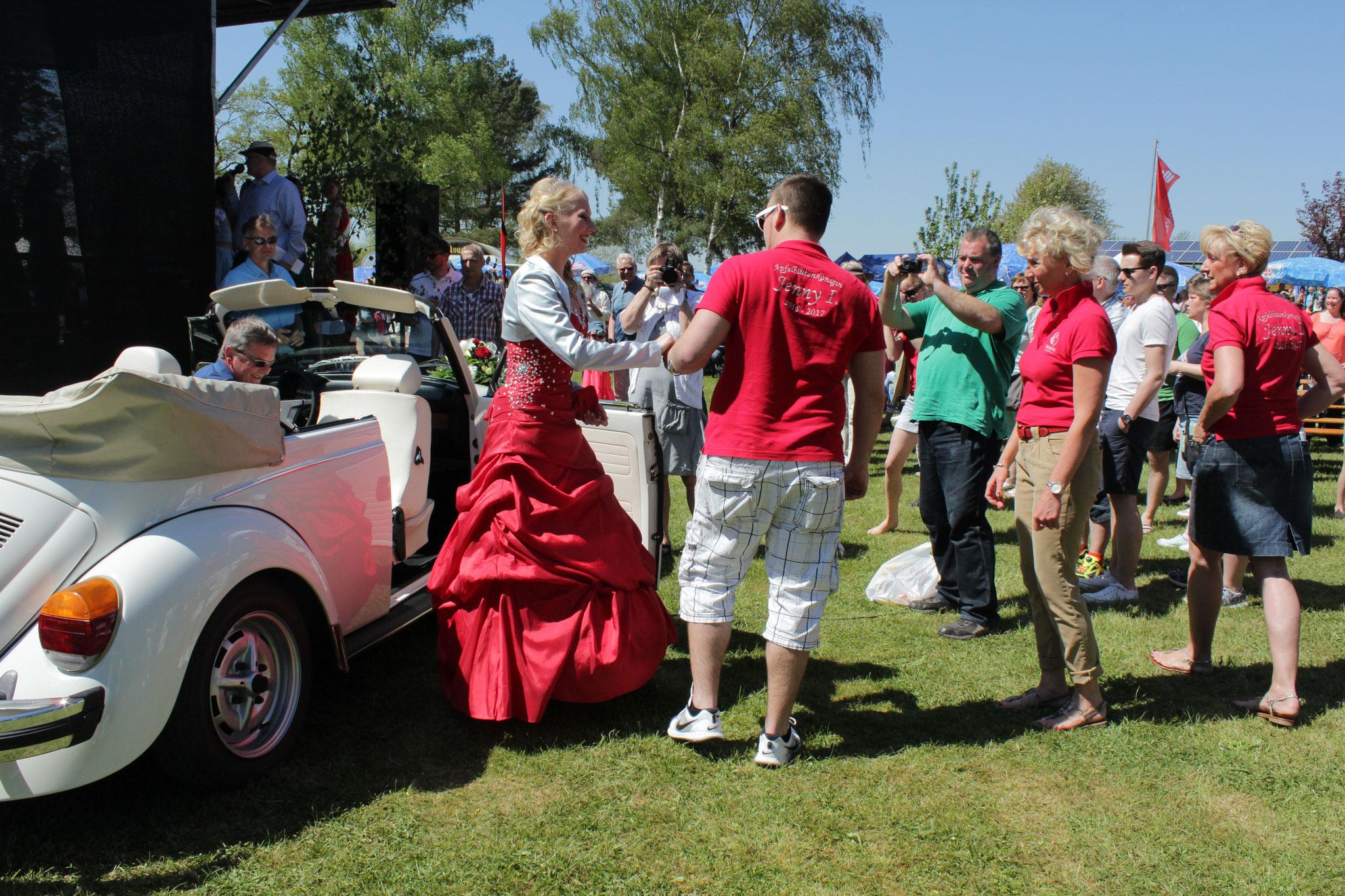 Wehrheimer Apfelblütenkönigin Jenny I. 2016/17. Foto: UKo alle Rechte vorbehalten: Ursula Konder