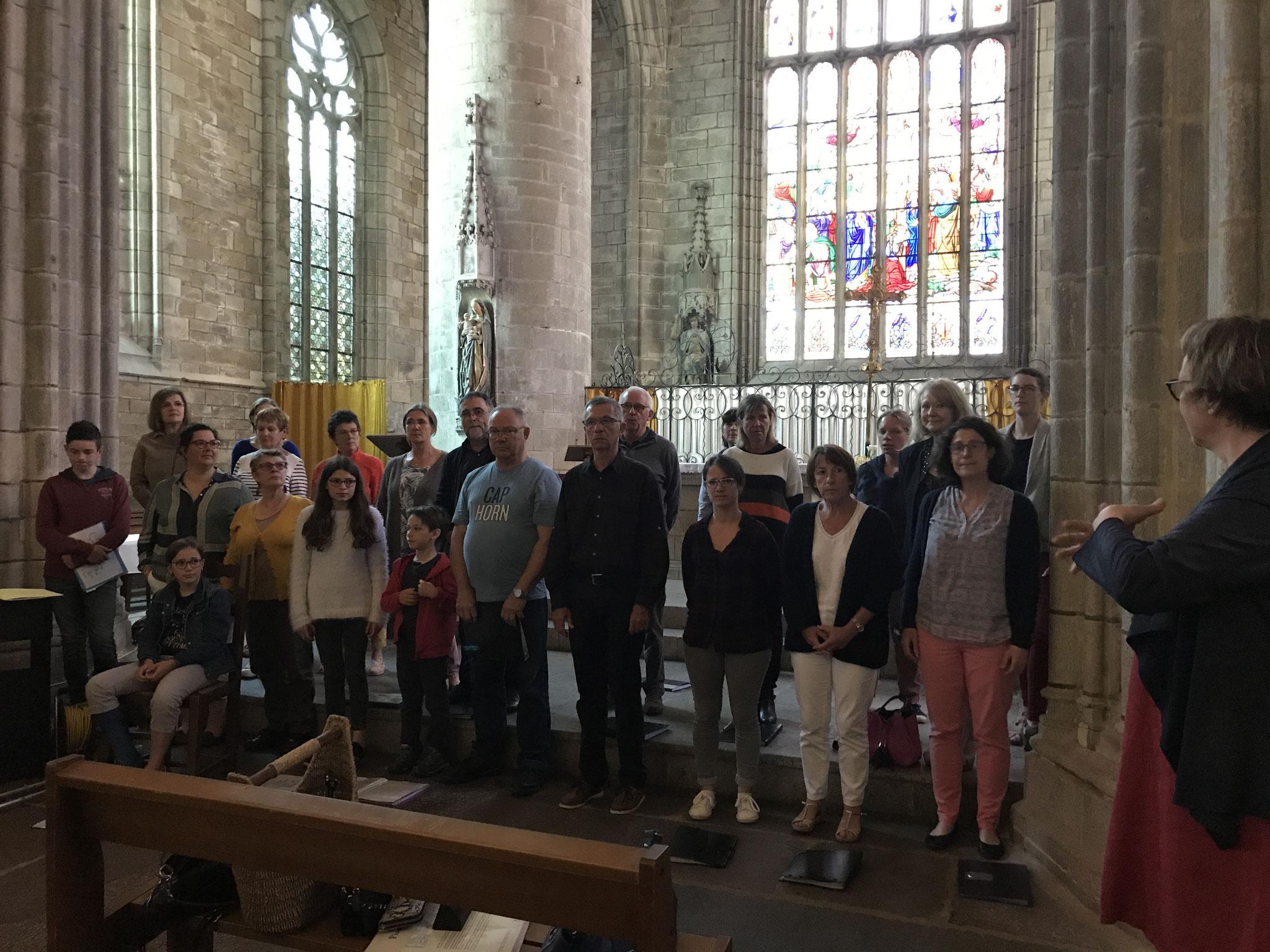 Accompagné par les enfants de la chorale
