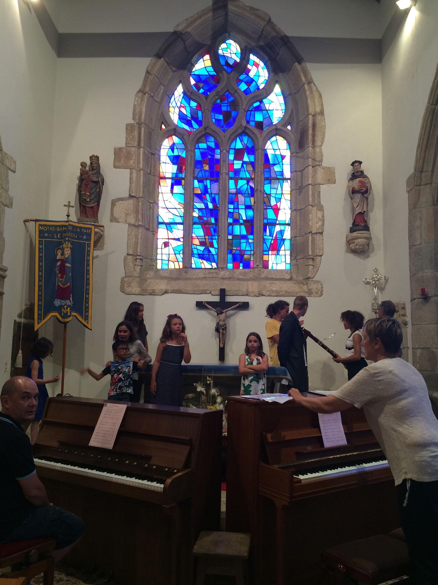 Préparatifs pour le concert à l'église