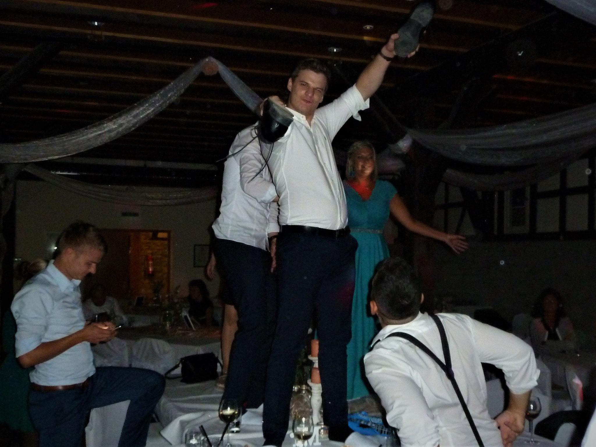 auch die Tische wurden zur Tanzfläche