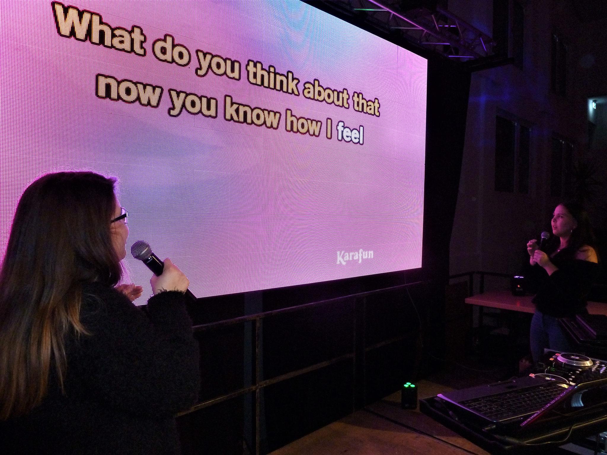 Karaoke mit Celina & Karina. Respekt!!!