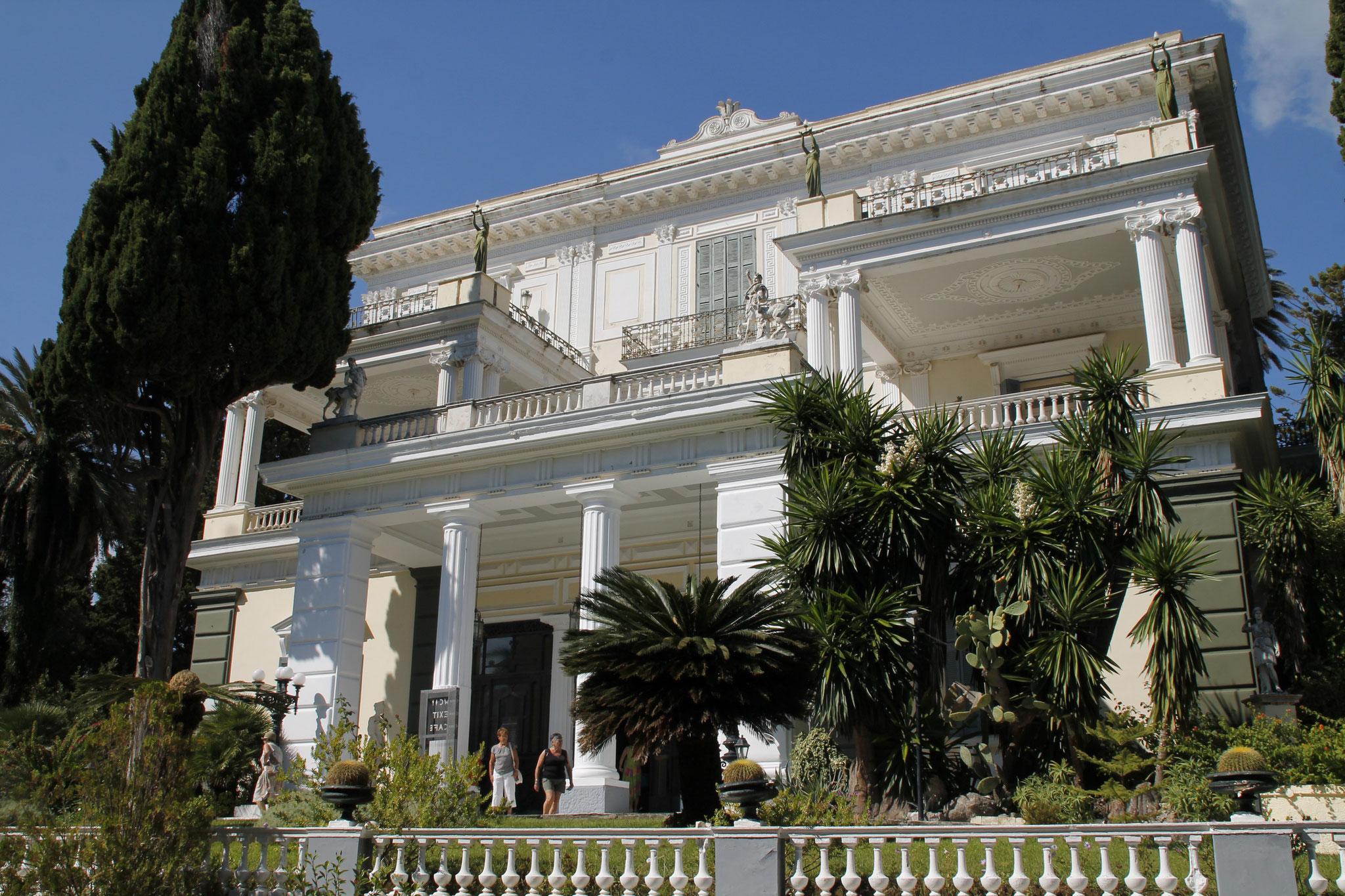 L'Achilléion, palais néoclassique de style pompéïen, construit de 1889 à 1891 par l'impératrice Sissi