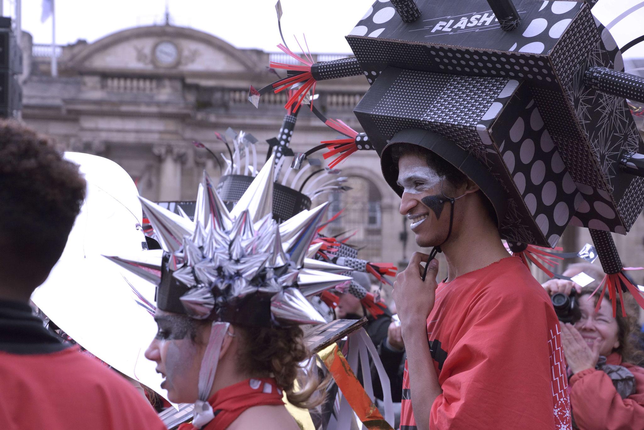 Le jour J, danses folles des chapeaux