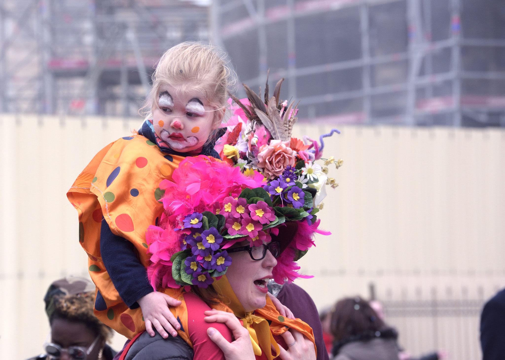 Une jeune spectatrice et sa maman