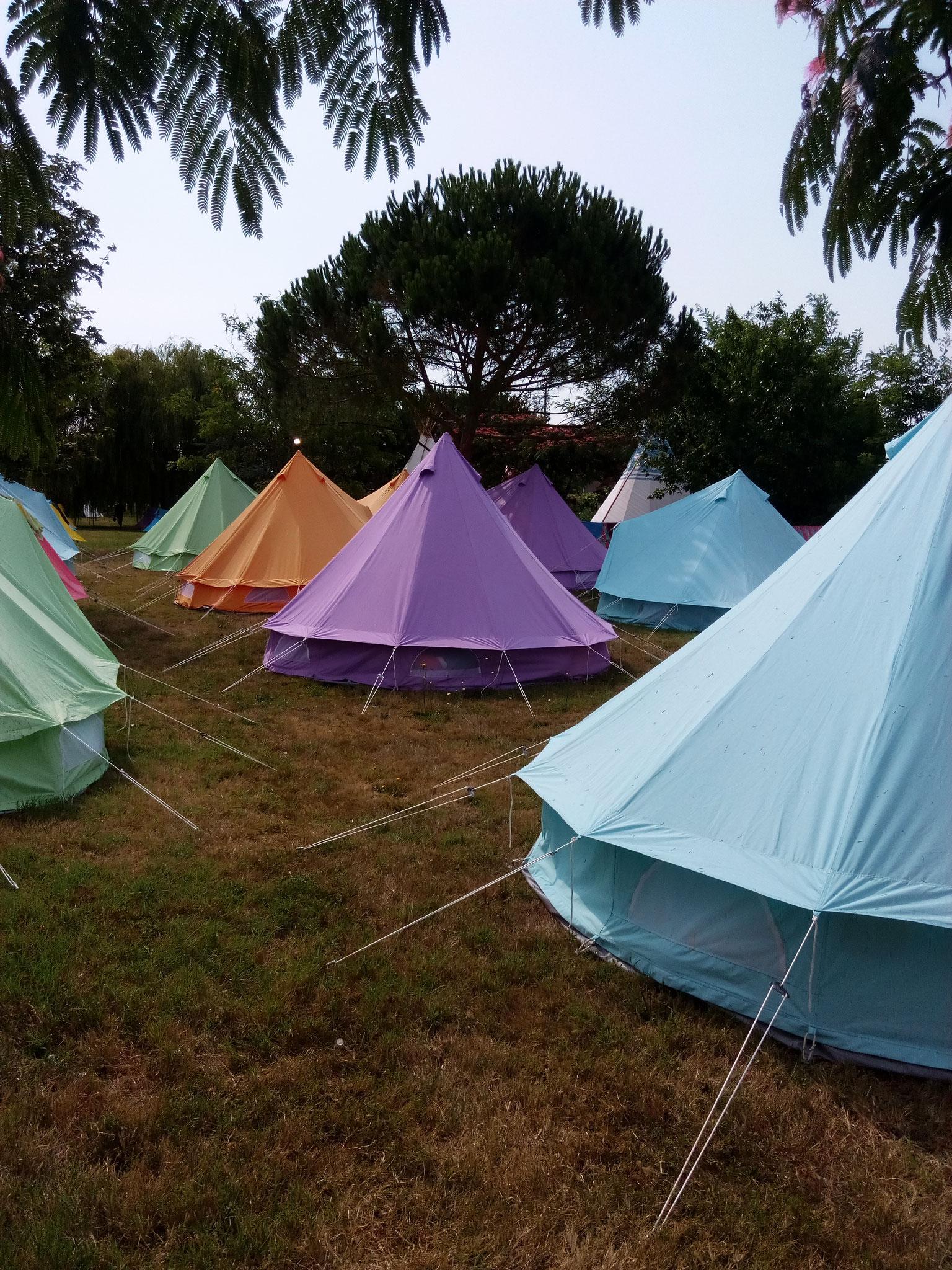 Des tentes aux couleurs pastel