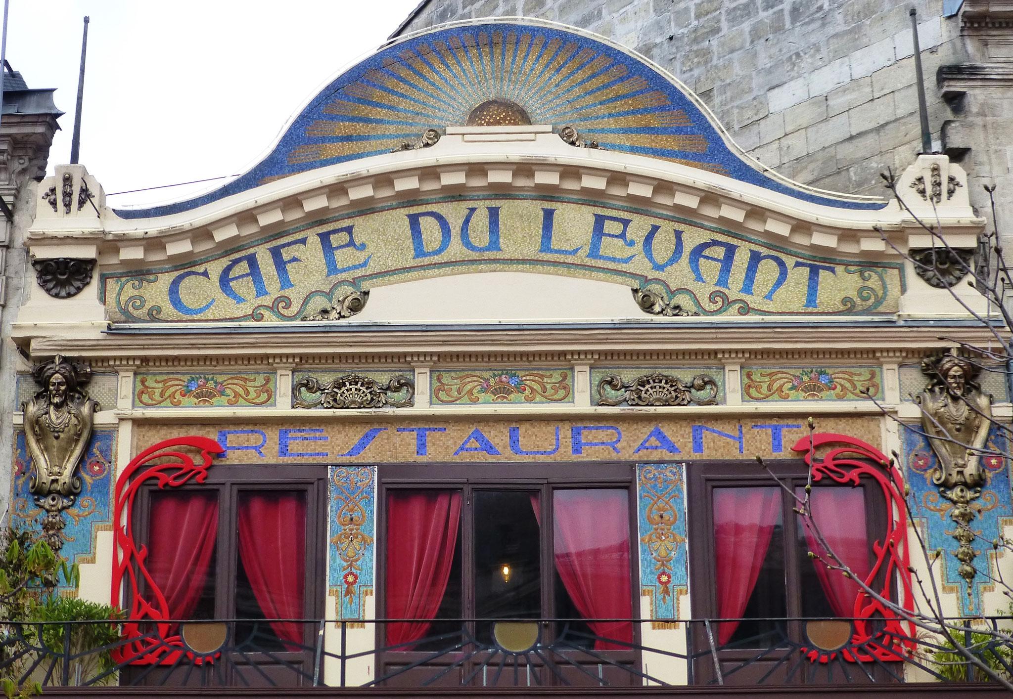 Le Café du Levant en face de la gare Saint-Jean