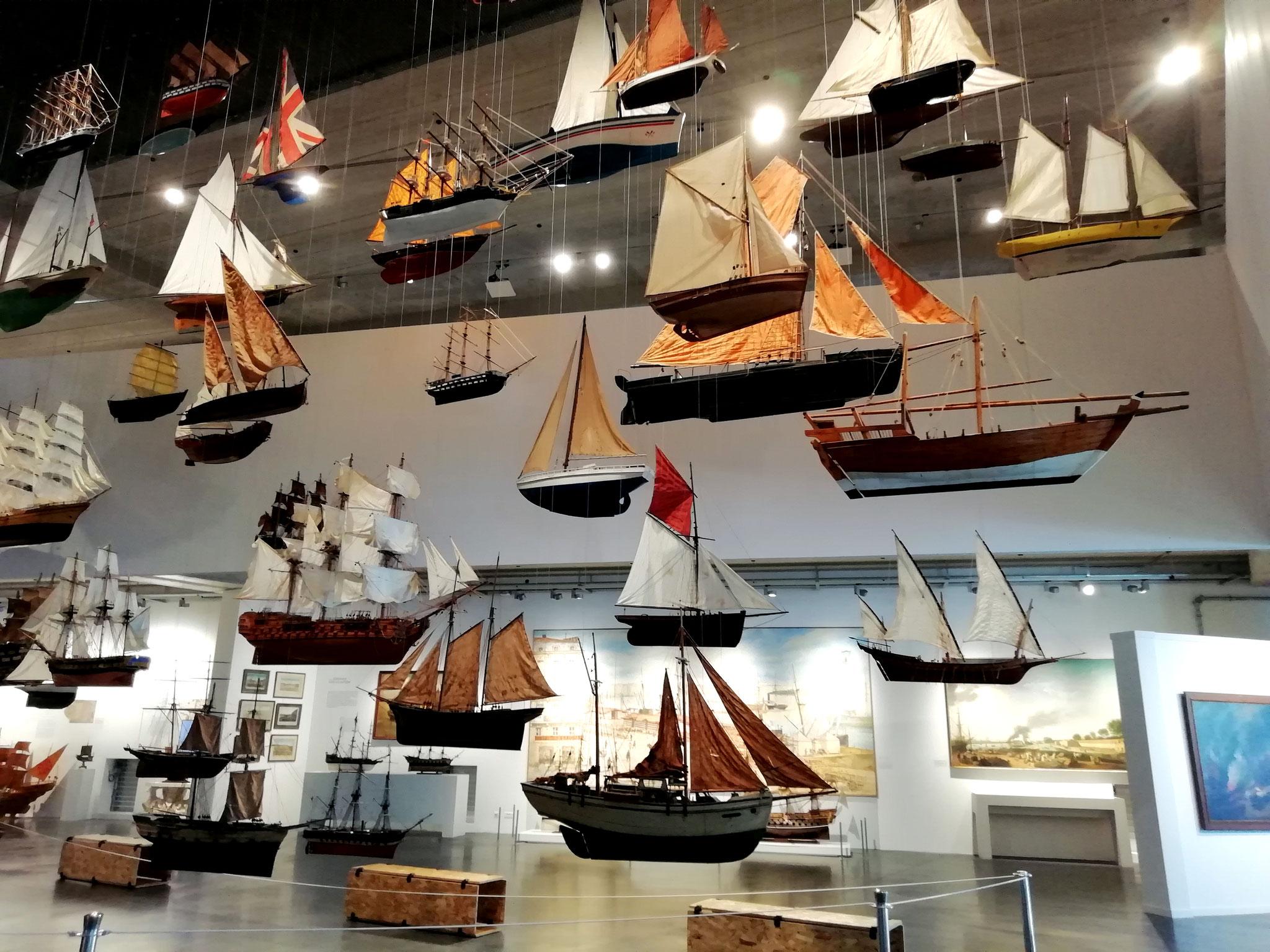 Une armada de voiliers suspendus accueille les visiteurs