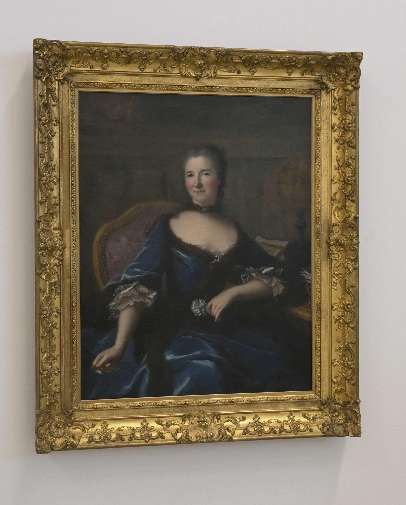 Portrait de la physicienne Emilie Chatelet, tenant une fleur, indique l'affirmation des femmes au XVIIIe siècle