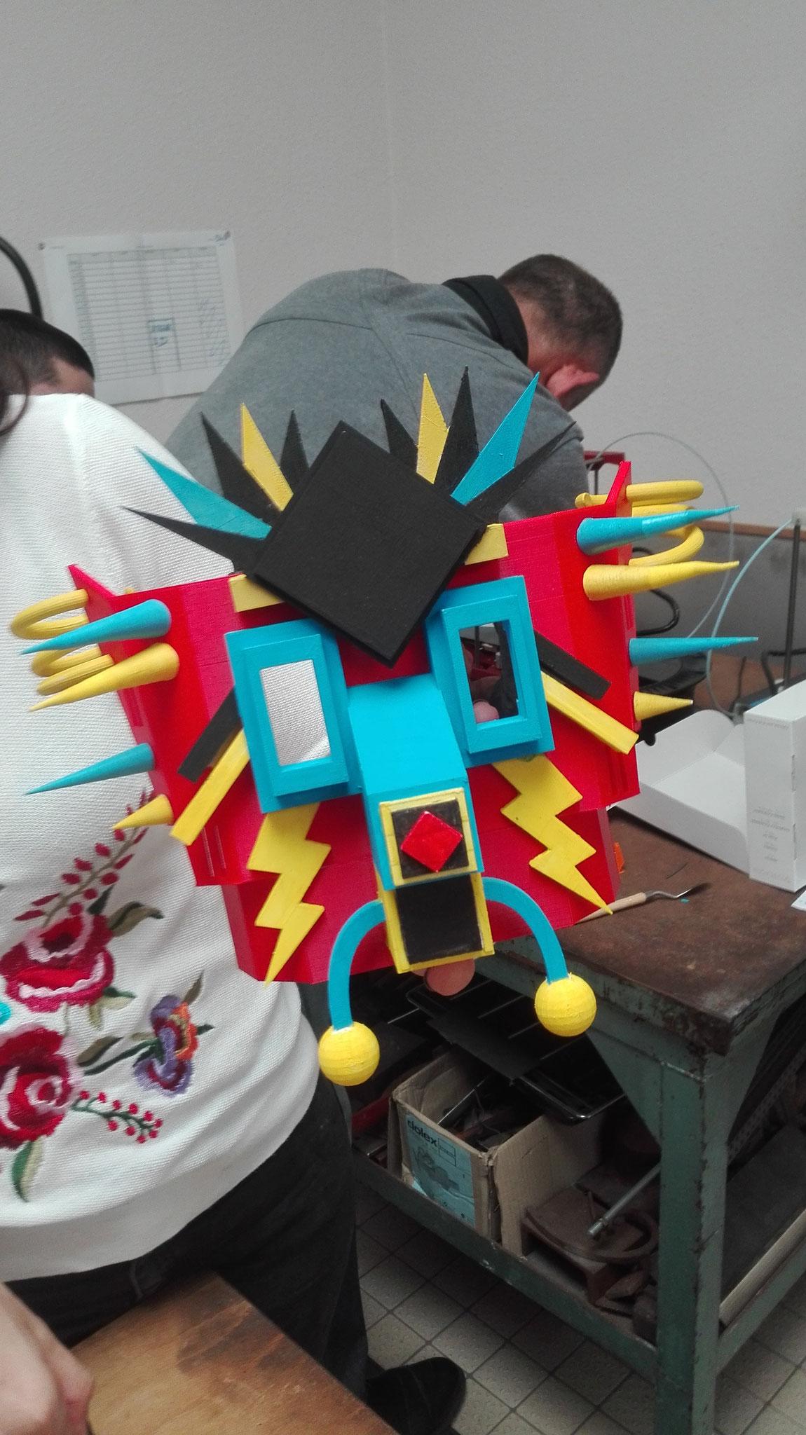 Masque fabriqué avec l'imprimante 3D pour le carnaval